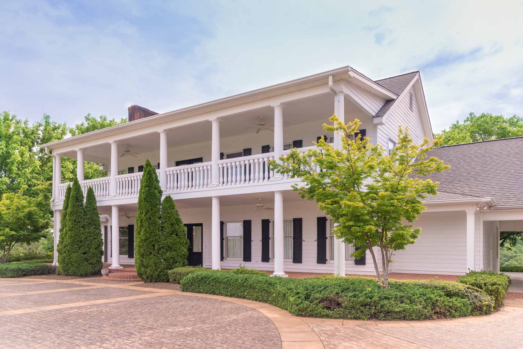 Maison unifamiliale pour l Vente à Soque River Estate 1305 New Liberty Road Clarkesville, Georgia, 30523 États-Unis