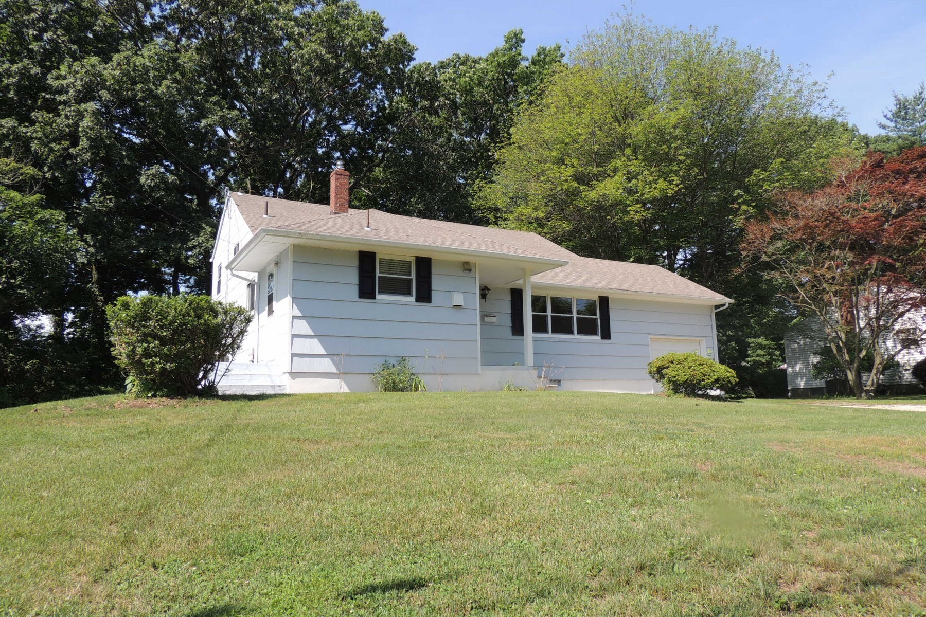 Single Family Home for Sale at 27 Chestnut Ridge Road Holmdel, New Jersey 07733 United States