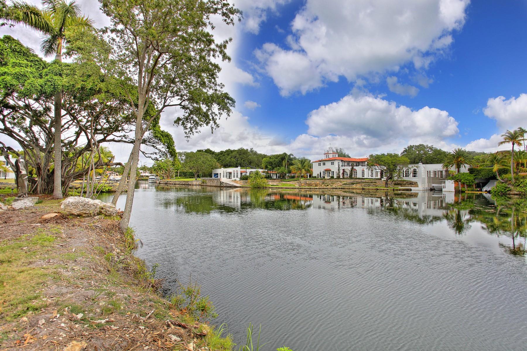 단독 가정 주택 용 매매 에 6801 Grananda Blvd Coral Gables, 플로리다 33146 미국