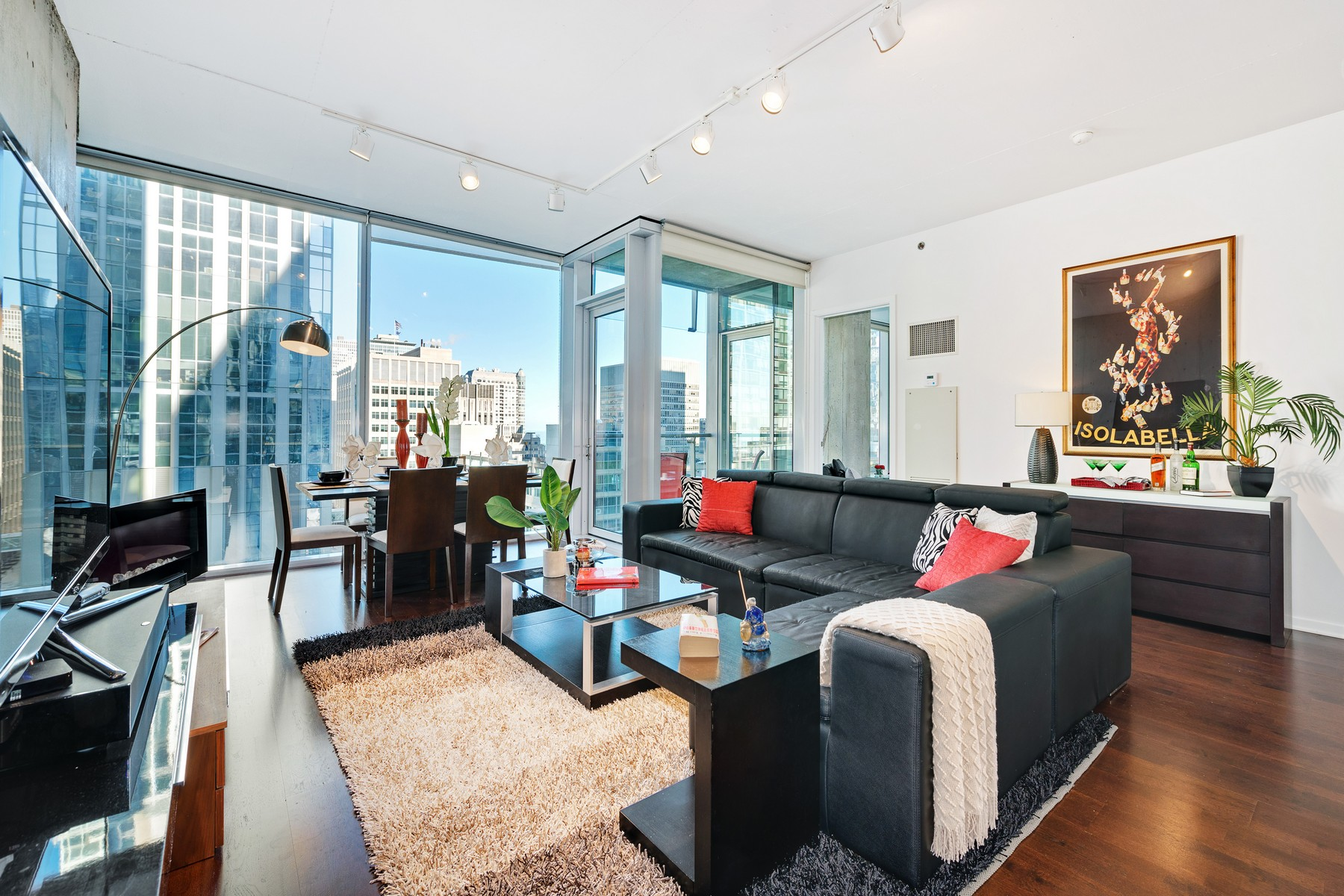 Condominio per Vendita alle ore Upgraded Streeterville Two Bedroom Two Bath 600 N Fairbanks Court Unit 1502 Near North Side, Chicago, Illinois 60611 Stati Uniti