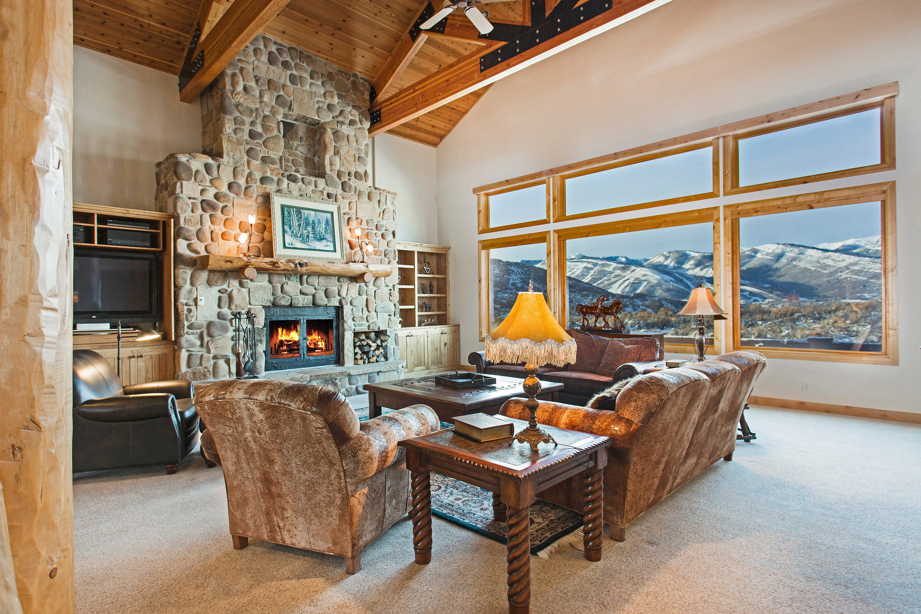 Villa per Vendita alle ore The Perfect Ski Home with Views and Privacy 2705 Silver Cloud Dr Park City, Utah 84060 Stati Uniti