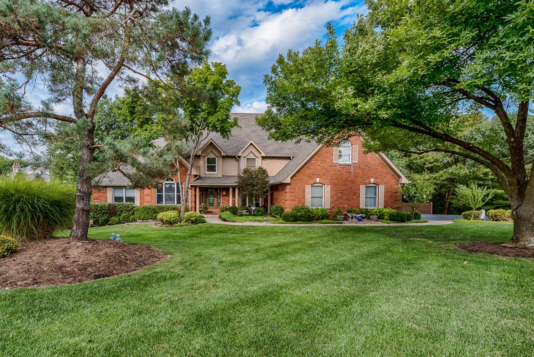 Casa para uma família para Venda às Exquisite Town & Country Treasure on Full Acre 2401 Wexford Woods Ct Town And Country, Missouri, 63131 Estados Unidos