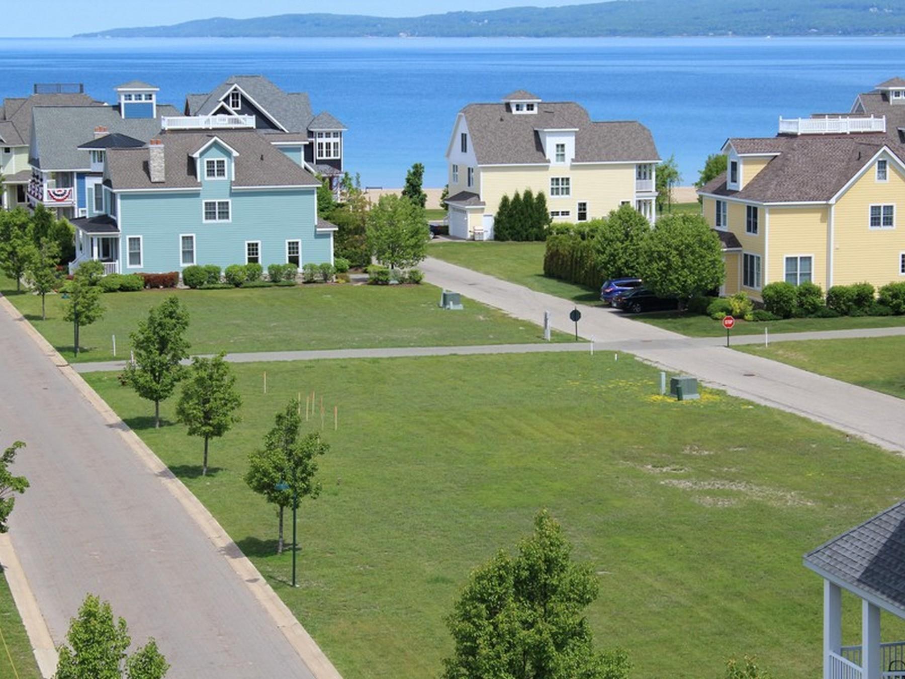 土地 為 出售 在 Village Beach 14 741 West Beach Street Bay Harbor, 密歇根州, 49770 美國