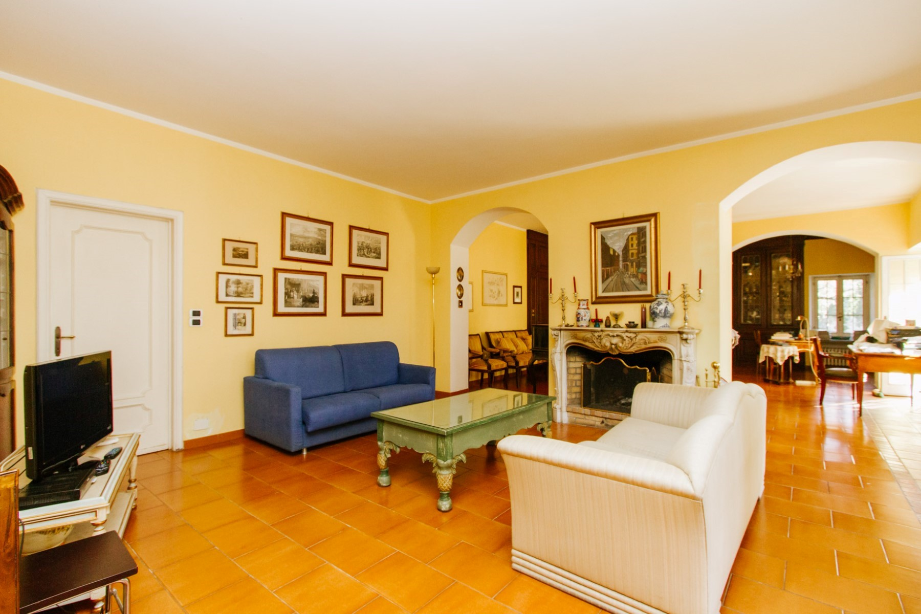 Additional photo for property listing at Historic villa with vineyard of the 1750 on the Moncalieri Hill Via Segantini Moncalieri, Turin 10024 Italy