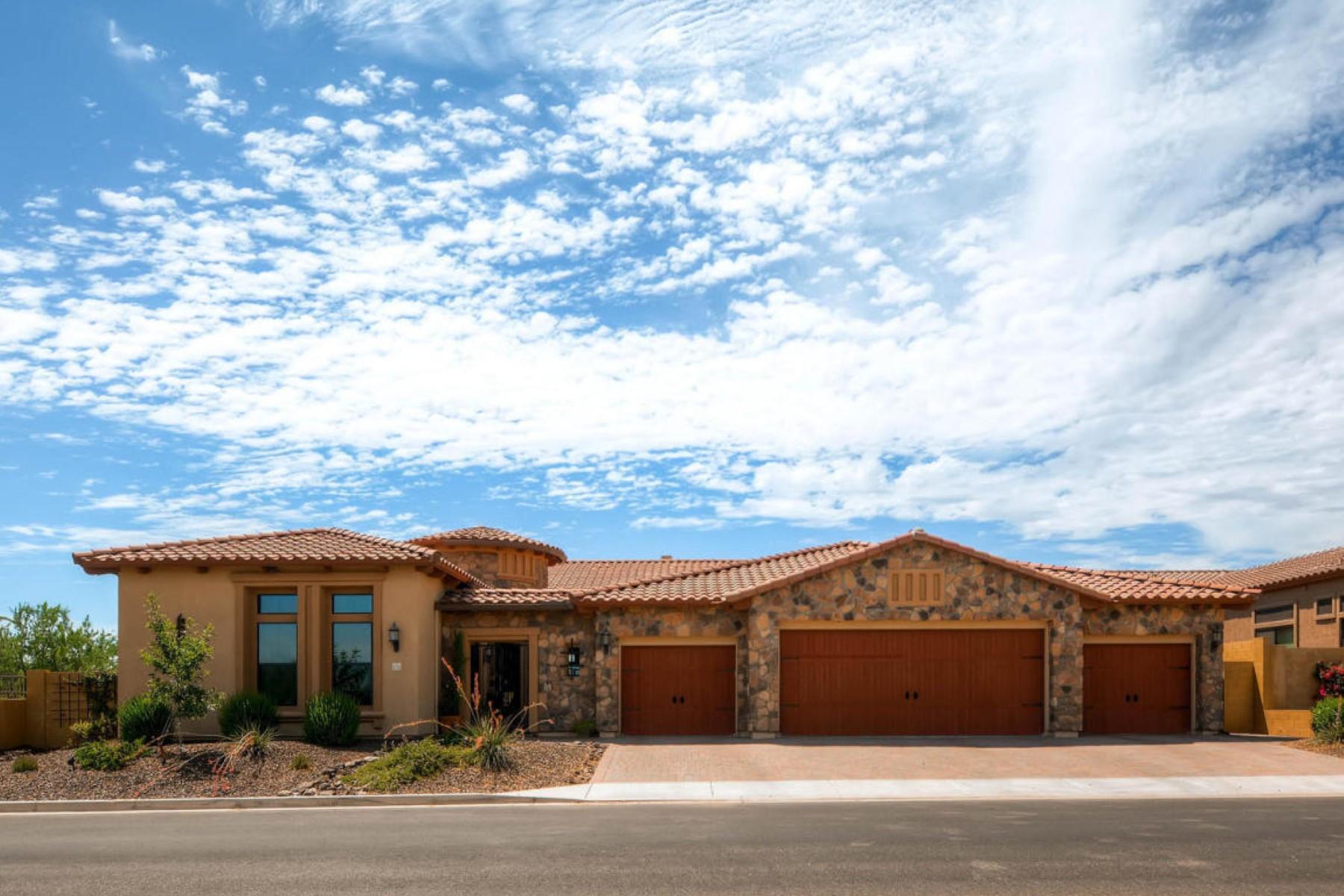 Maison unifamiliale pour l Vente à Lavish finishes adorn this turnkey home in Mountain Bridge 1734 N Luther -- W Mesa, Arizona 85207 États-Unis