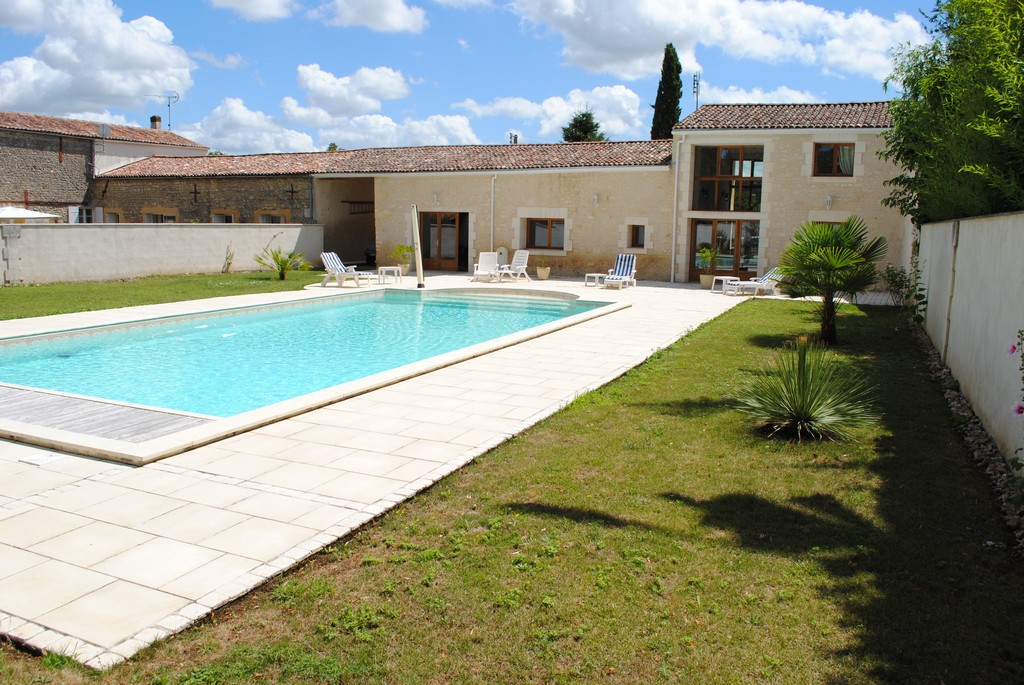 Other Residential for Sale at Maison bourgeoise Other Poitou-Charentes, Poitou-Charentes 17260 France