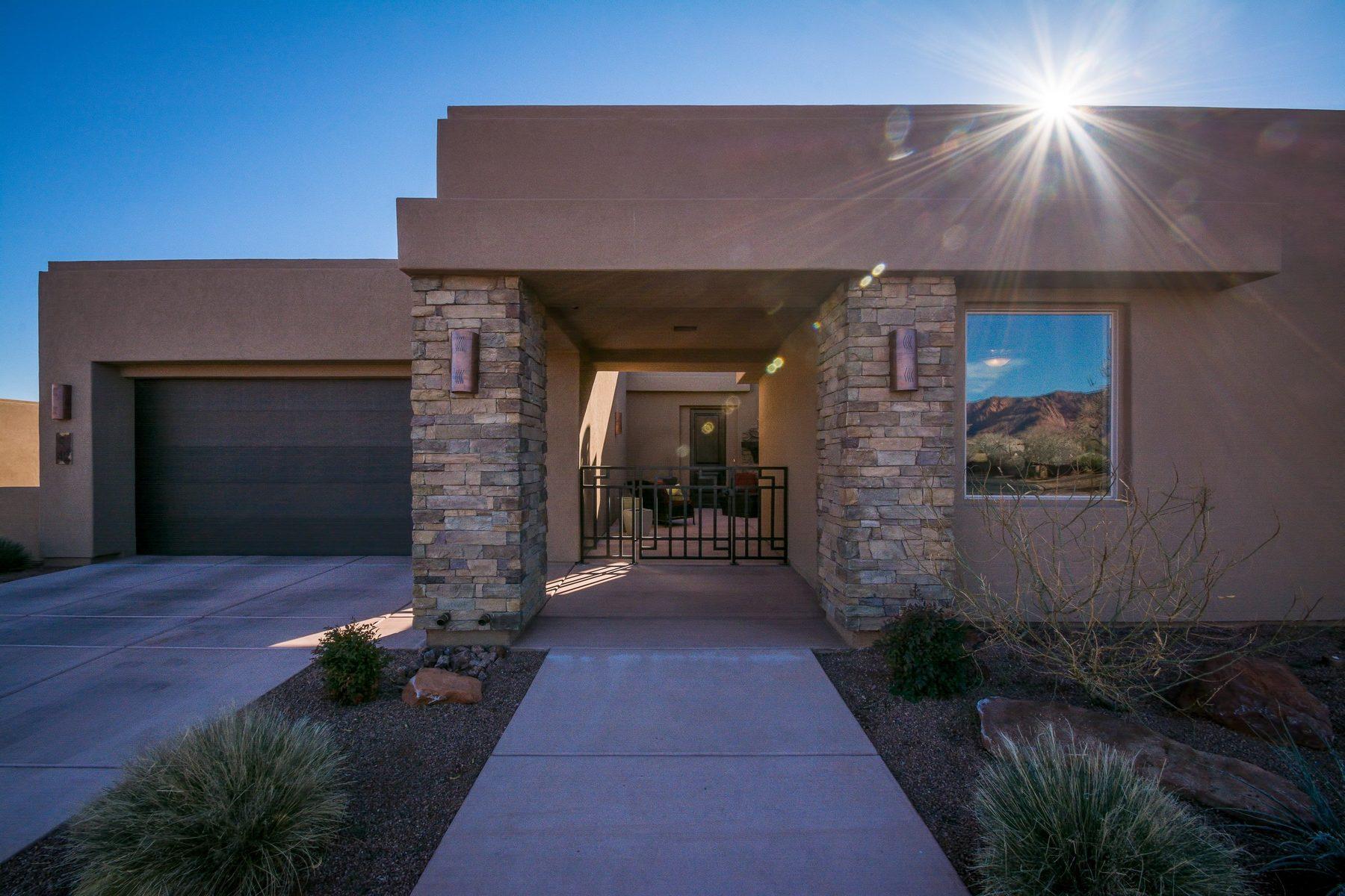 Casa Unifamiliar por un Venta en Luxury Entrada Home with Beautiful Finishes 2085 N Tuweap Dr #42 St. George, Utah, 84770 Estados Unidos