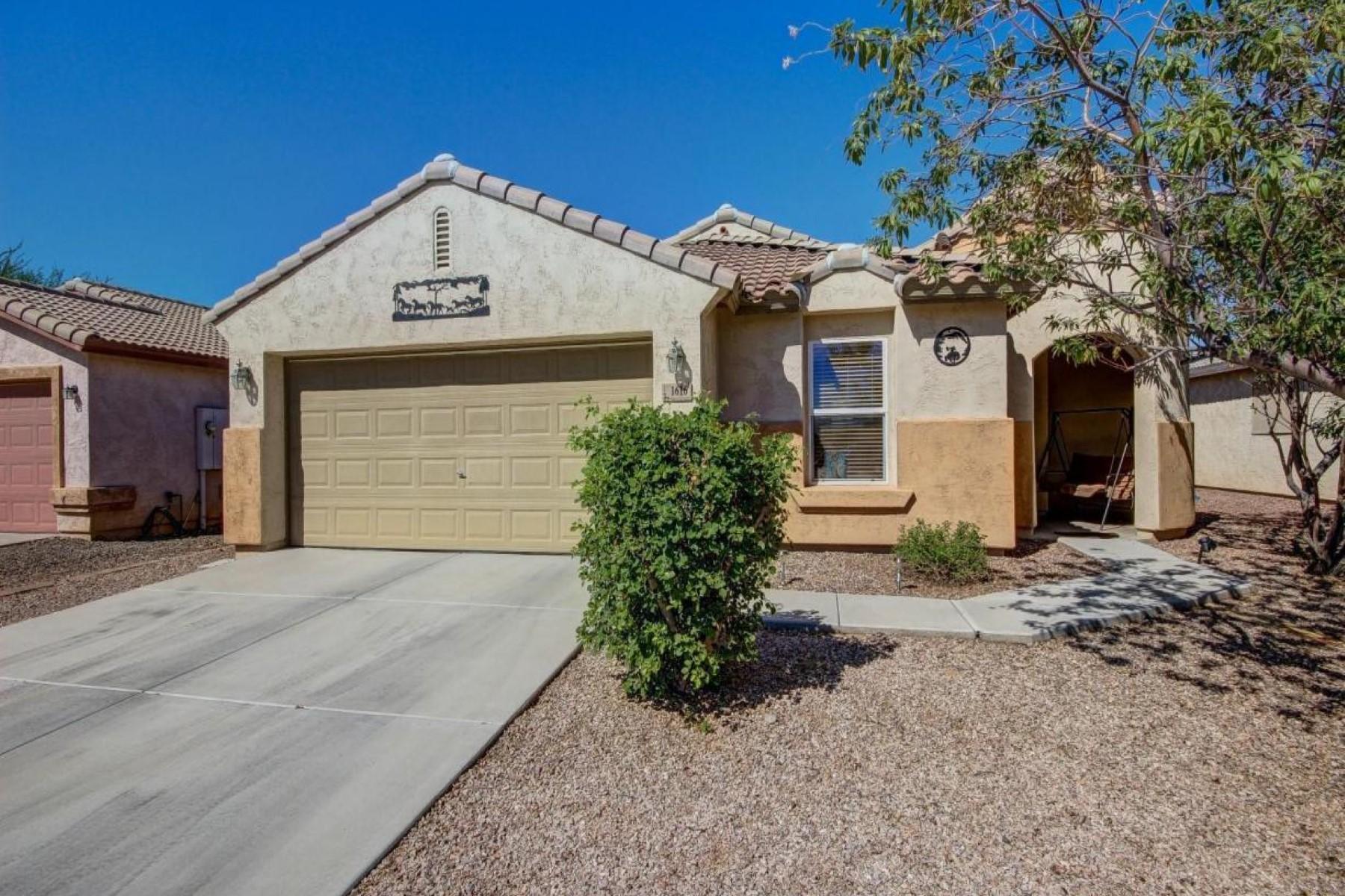 Maison unifamiliale pour l Vente à Super home in a quiet neighborhood in buckeye's east side 1616 E Maplewood Ave Buckeye, Arizona, 85326 États-Unis