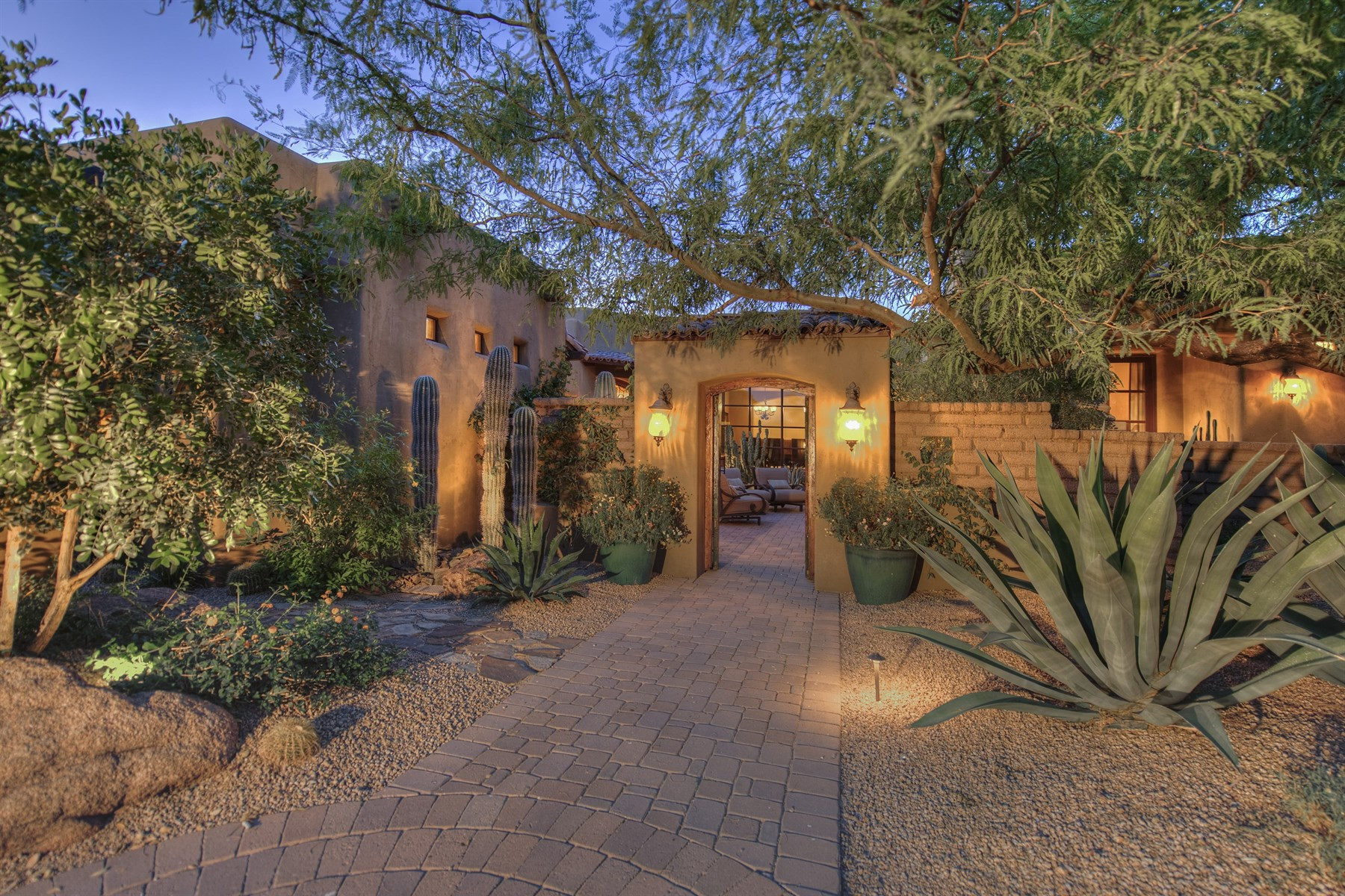 Maison unifamiliale pour l Vente à Authentic Territorial Custom Home In Guard-Gated Community Of Whisper Rock 7298 E Lower Wash Pass Scottsdale, Arizona, 85266 États-Unis