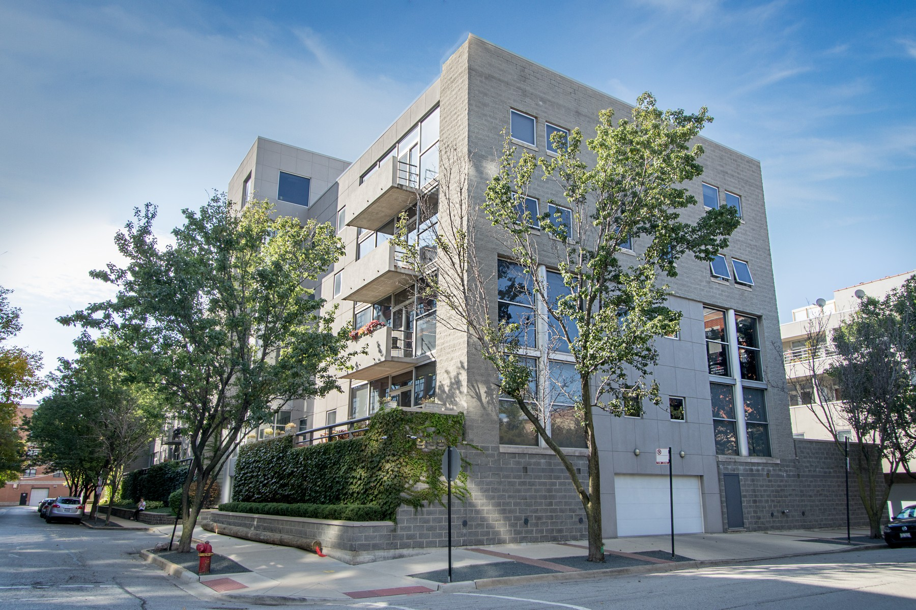 Condominium for Sale at Savvy River West End Unit 939 W Huron Street Unit 209 Near North Side, Chicago, Illinois 60642 United States