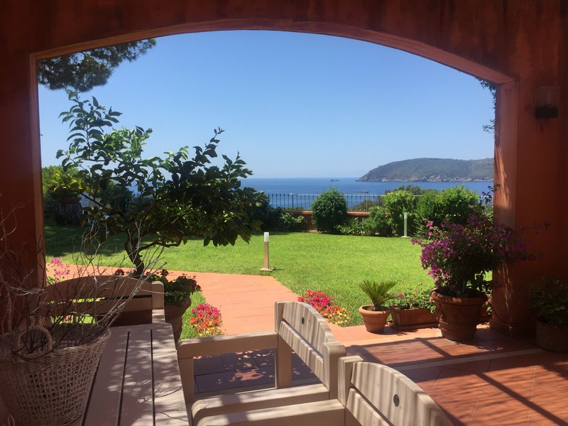 Additional photo for property listing at Luxury apartament overlooking the sea Località Zuccale Capoliveri, Livorno 57031 Italien