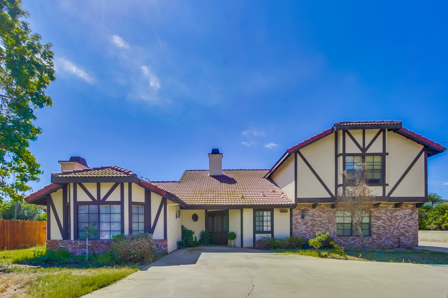 Property For Sale at 3738 Cresta Bonita