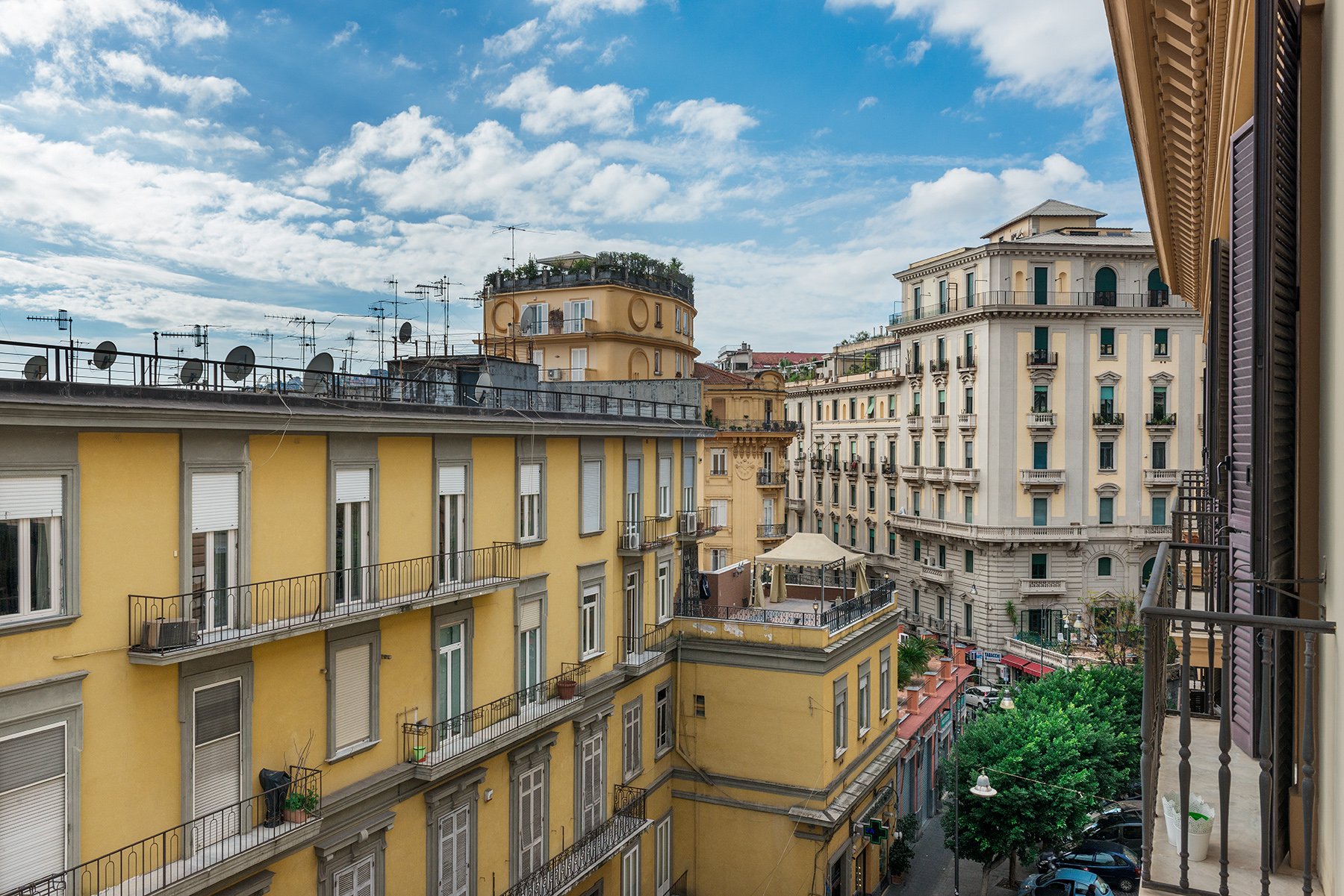 Additional photo for property listing at Magnificent classical style apartment Via Vittoria Colonna Napoli, Naples 80121 Italy