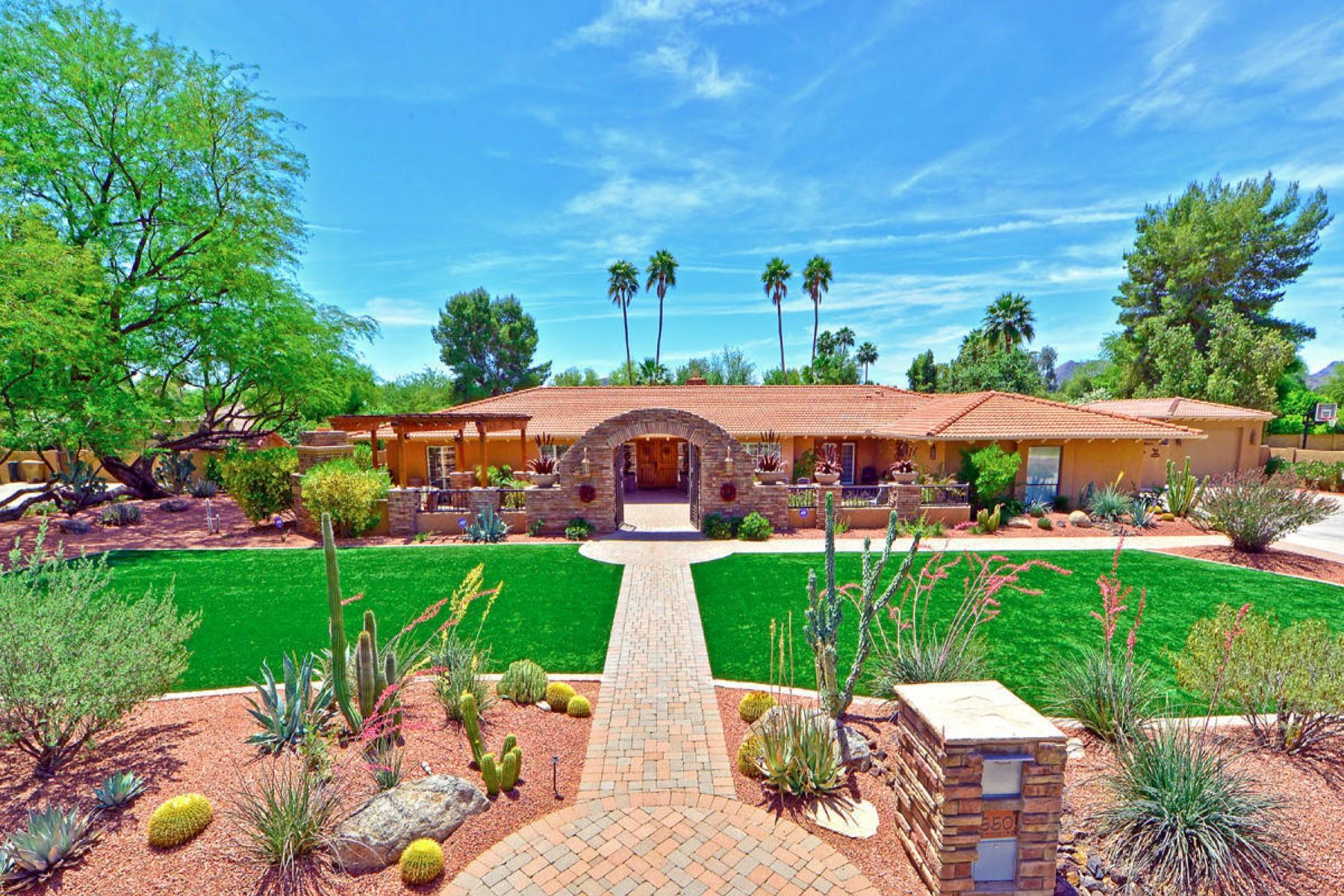 Casa para uma família para Venda às Ideal Scottsdale home in an ideal location. 5501 E CHOLLA ST Scottsdale, Arizona 85254 Estados Unidos