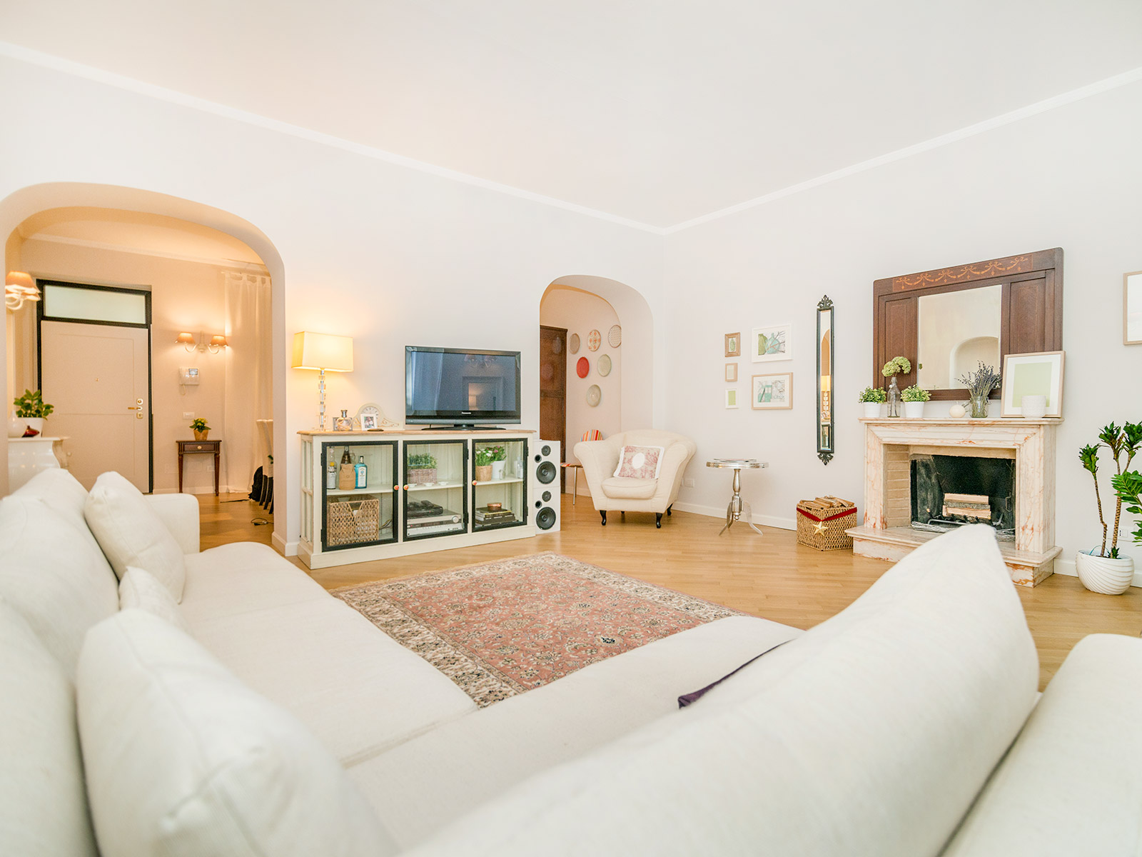 Additional photo for property listing at Finely refurbished apartment near Duomo Via Cerva Milano, Milan 20121 Italia