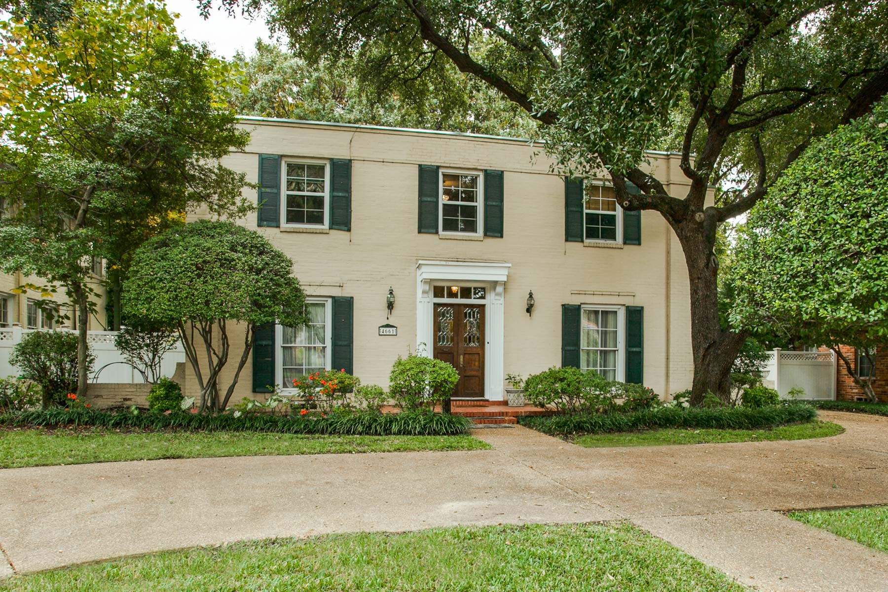 Single Family Home for Sale at West Highland Park Gem with Georgian Art Deco Flare 4661 Mockingbird Lane Dallas, Texas 75209 United States