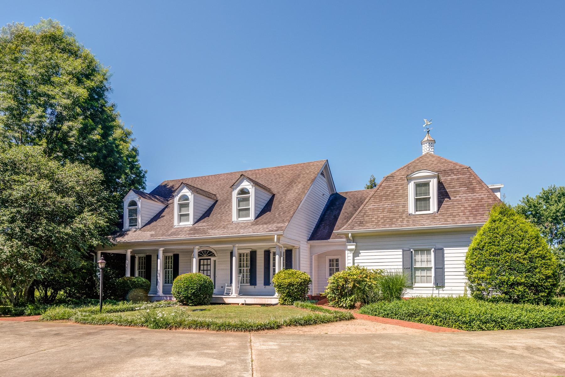 獨棟家庭住宅 為 出售 在 Lovely Farmhouse Style Home On 1.5 Acres 13860 Hopewell Road Alpharetta, 喬治亞州, 30004 美國
