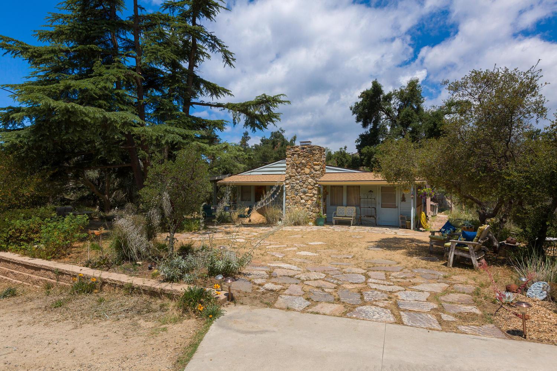 Maison unifamiliale pour l Vente à 34724 Ortega Lake Elsinore, Californie 92530 États-Unis