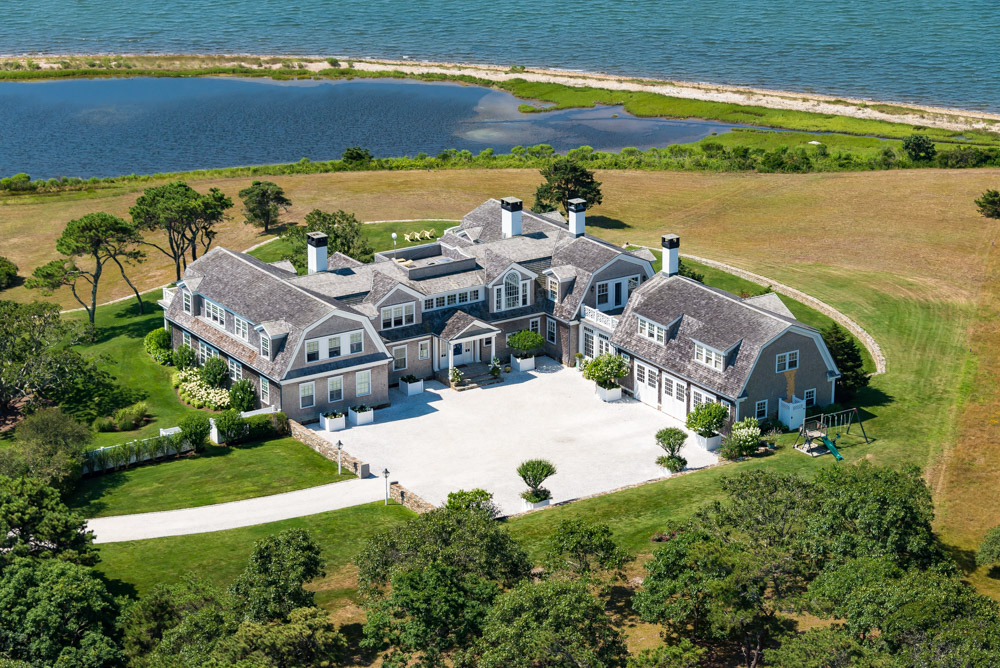 Maison unifamiliale pour l Vente à Magnificent Chappy estate overlooking Katama Bay 22 Lelands Path Edgartown, Massachusetts 02539 États-Unis