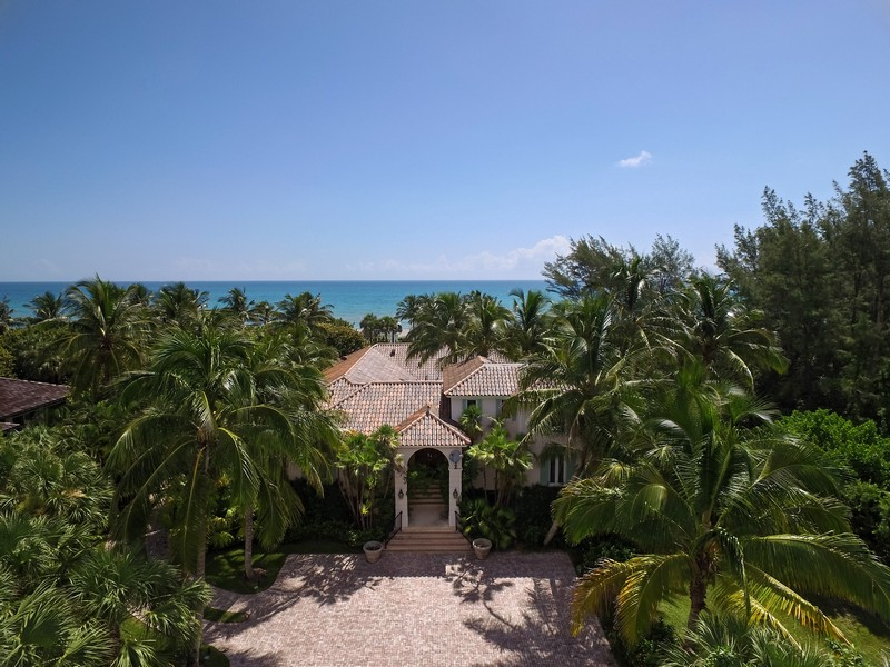 Single Family Home for Sale at 148 N Beach Rd Hobe Sound, Florida, 33455 United States