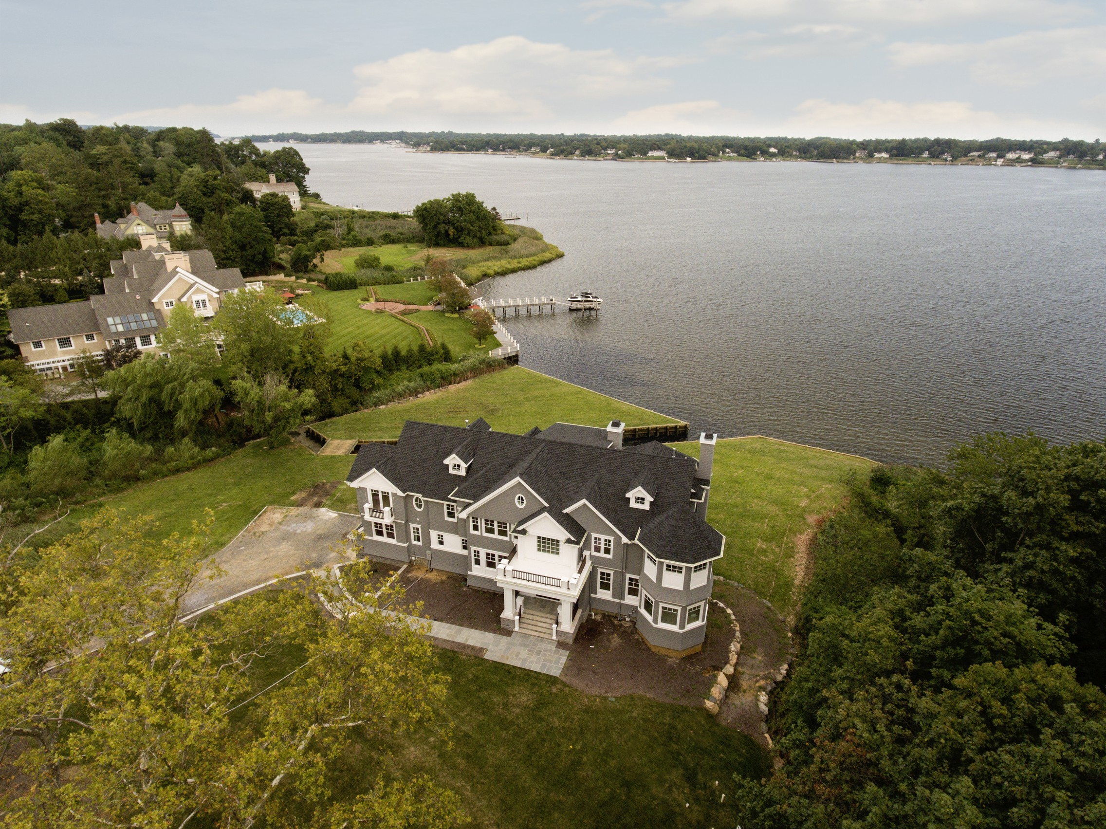 Maison unifamiliale pour l Vente à Middletown NJ - Waterfront New Construction 444 Navesink River Rd. Middletown, New Jersey, 07748 États-Unis