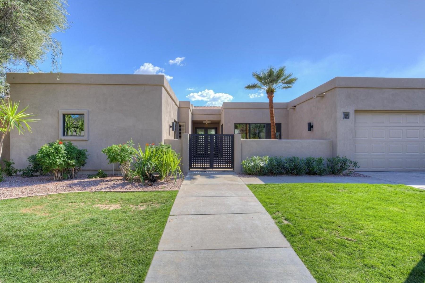 一戸建て のために 売買 アット Stunning new contemporary home in the highly sought after Biltmore Gates. 2737 E ARIZONA BILTMORE CIR E 33 Phoenix, アリゾナ 85016 アメリカ合衆国