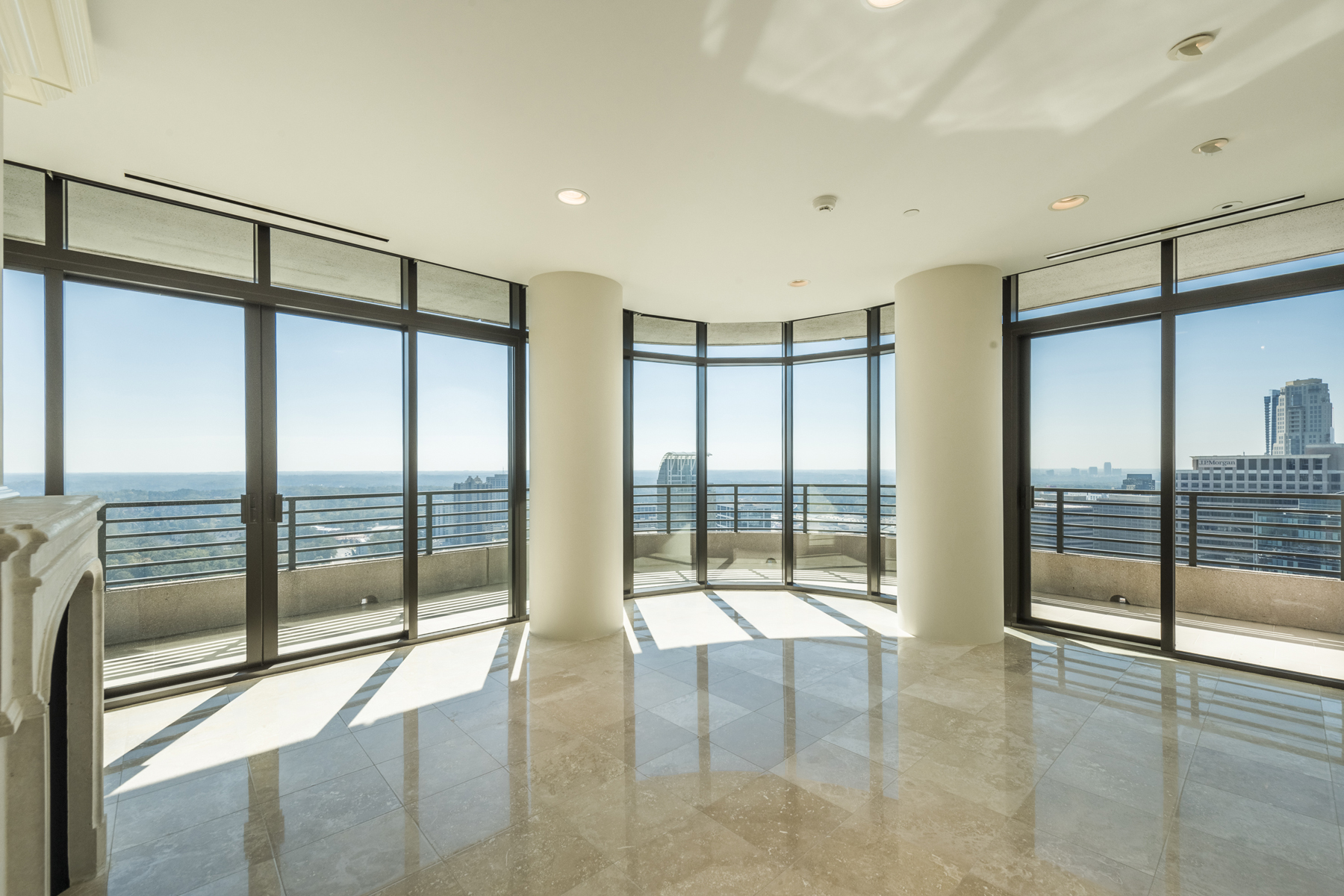 Eigentumswohnung für Verkauf beim Stunning Complete Renovation 750 Park Avenue NE Unit 32se Atlanta, Georgia, 30326 Vereinigte Staaten