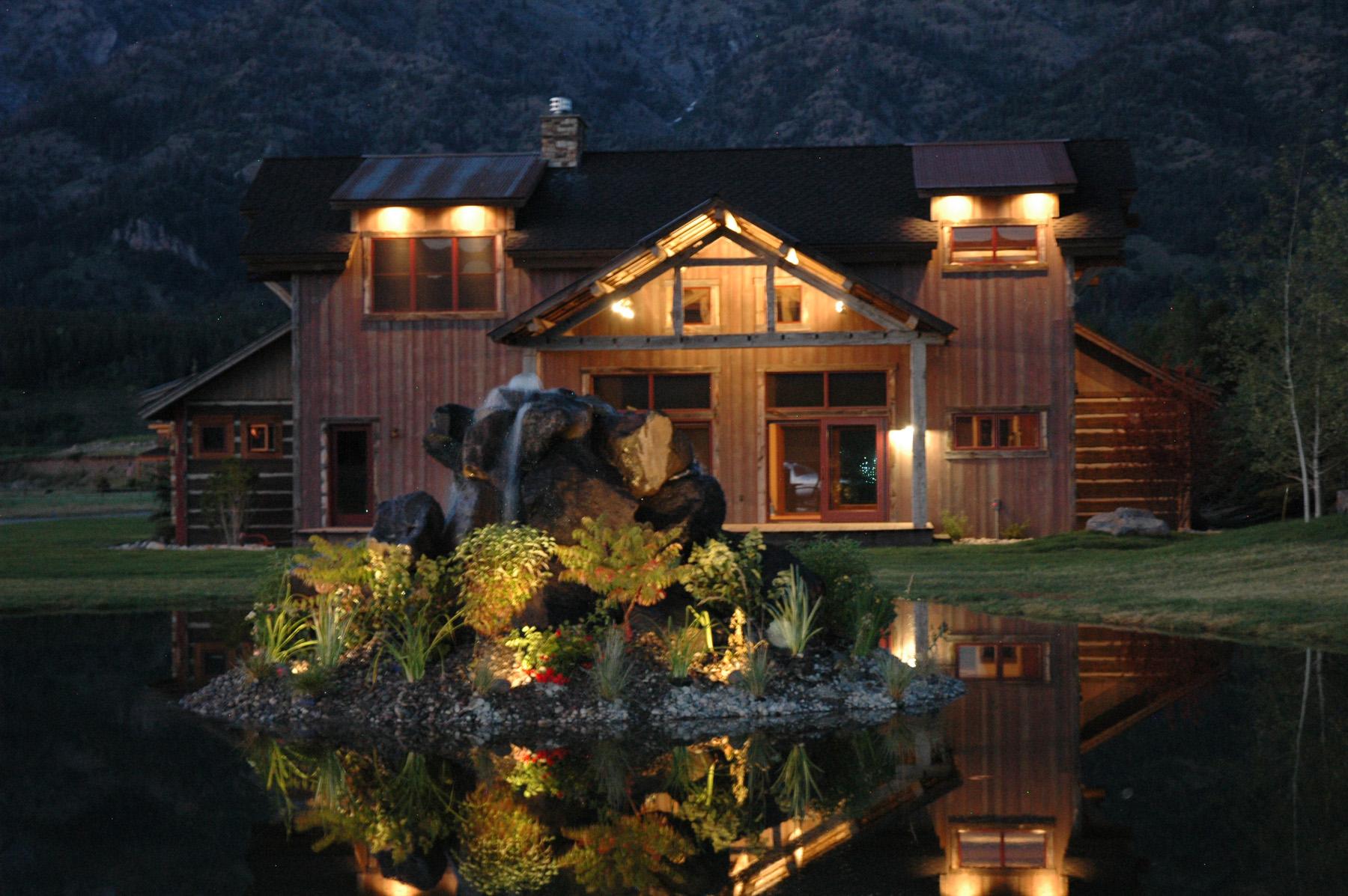 Nhà ở một gia đình vì Bán tại Beautifully appointed runway home/hangar 35 Alpine Village Loop Alpine, Wyoming 83128 Hoa Kỳ