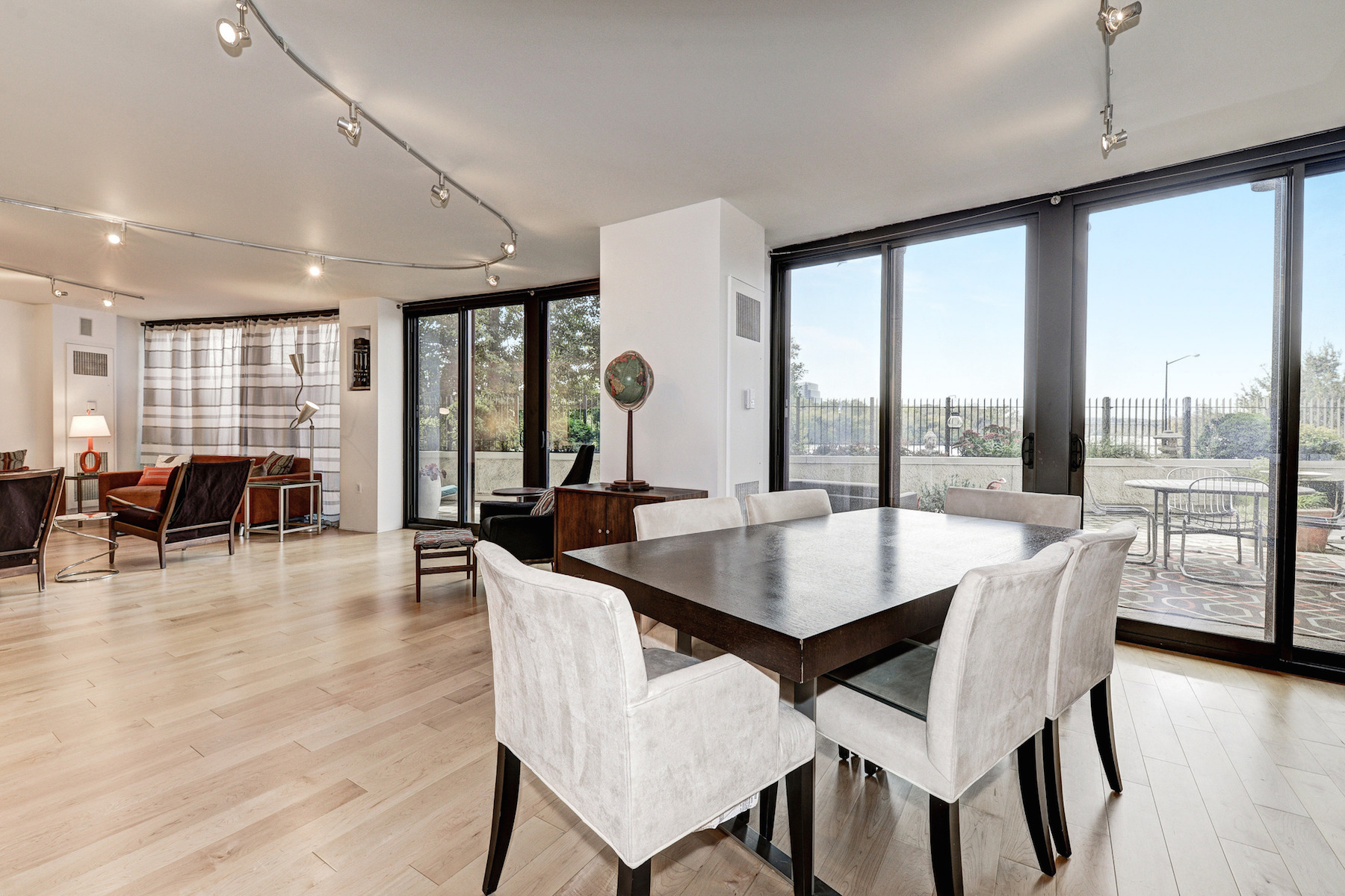 Condominium for Sale at Completely Renovated with Panoramic River Views 700 New Hampshire Avenue Nw 107 Washington, District Of Columbia, 20037 United States