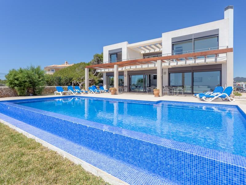Mehrfamilienhaus für Verkauf beim Moderne Villa in erster Meereslinie in Porto Colom Porto Colom, Mallorca 07670 Spanien