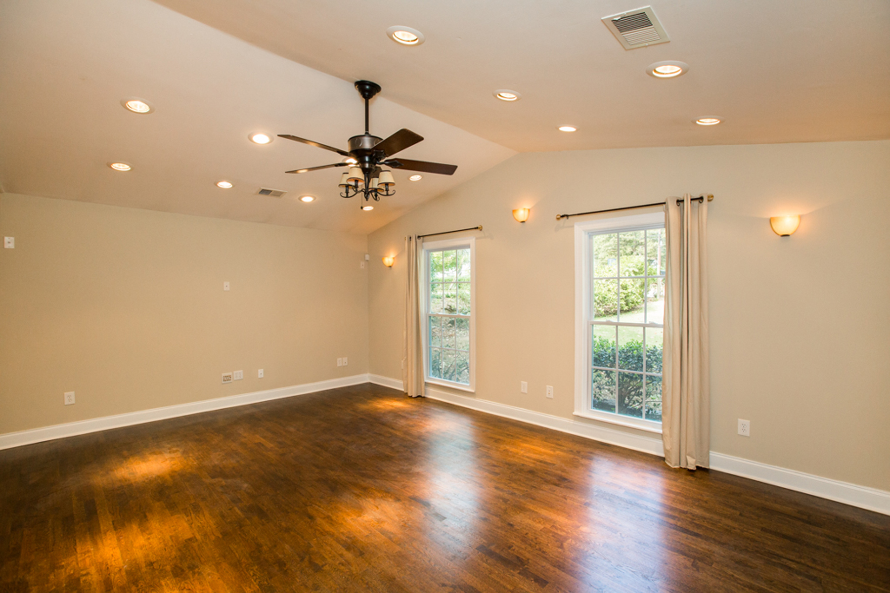 Additional photo for property listing at Cul-de-sac Living In The Heart Of Chamblee 3935 Forrest Court Atlanta, Γεωργια 30341 Ηνωμενεσ Πολιτειεσ