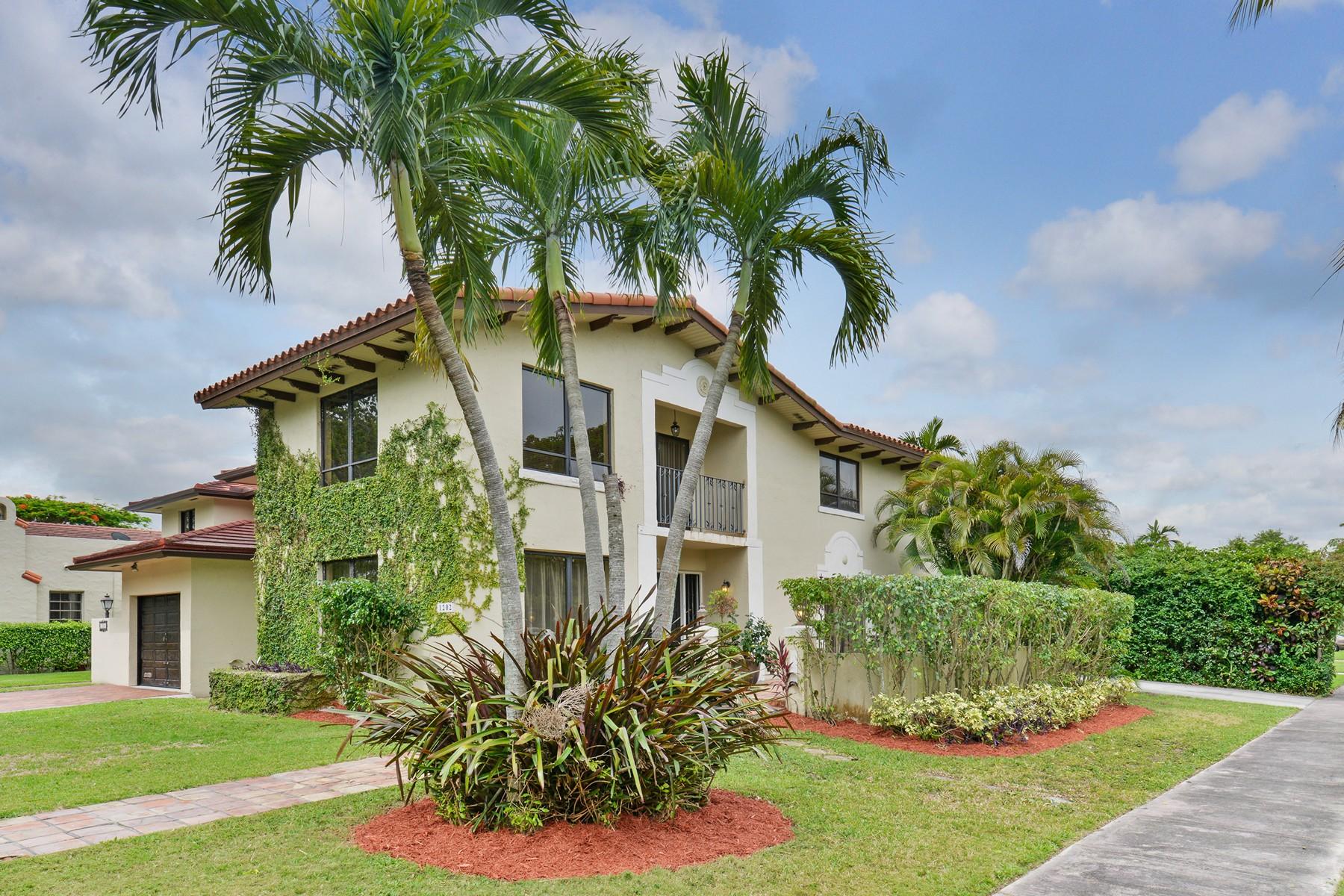 Nhà ở một gia đình vì Bán tại 1202 Columbus Blvd Coral Gables, Florida 33134 Hoa Kỳ