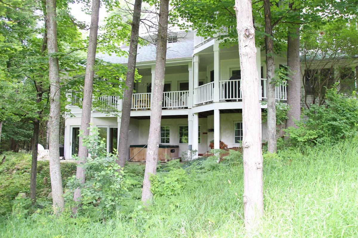 Разнобразная частная недвижимость для того Продажа на 12300 Cottage Lane Charlevoix, Мичиган 49720 Соединенные Штаты