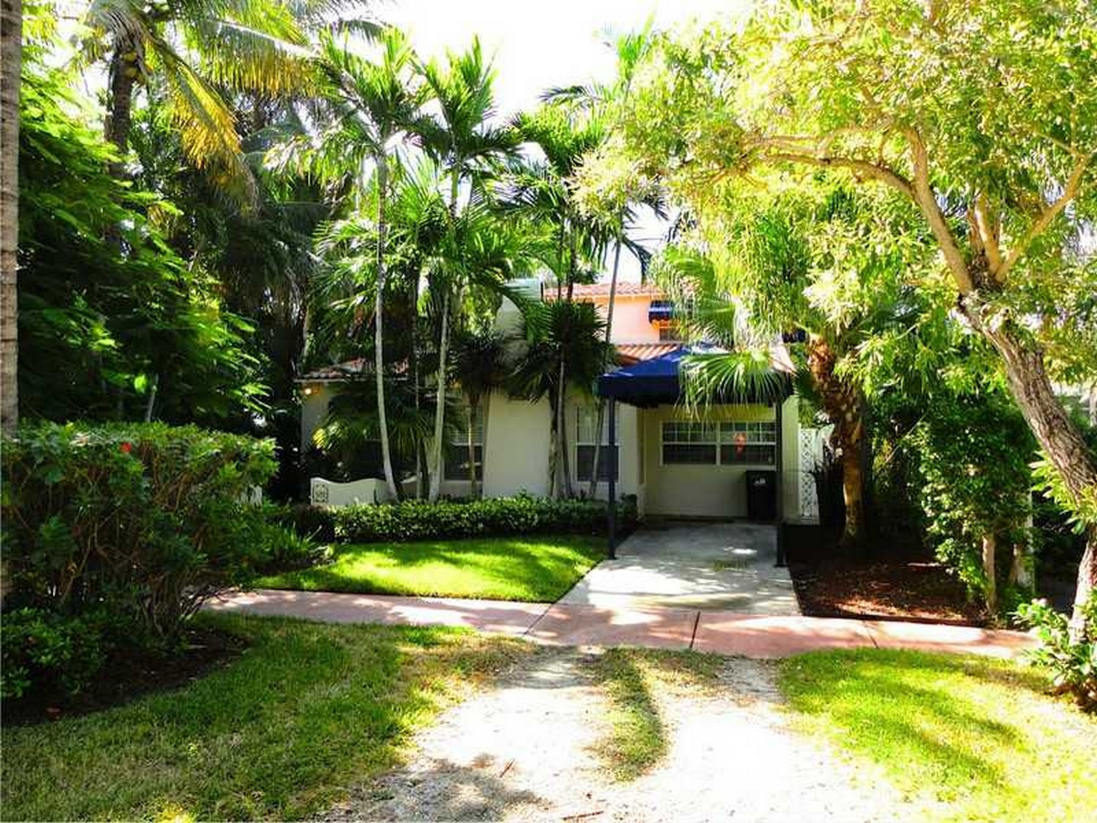 Single Family Home for Sale at 528 W 51 St Miami Beach, Florida 33140 United States