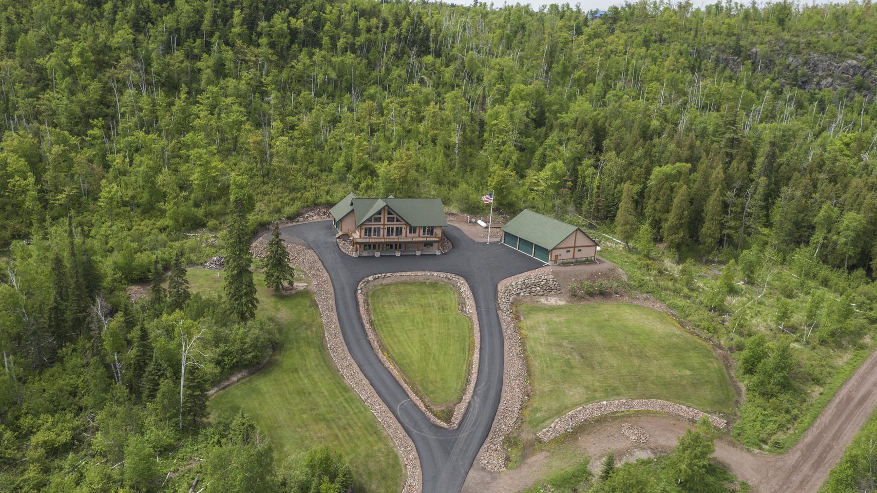 Casa para uma família para Venda às 5949 Whitetail Ridge Road Silver Bay, Minnesota 55614 Estados Unidos
