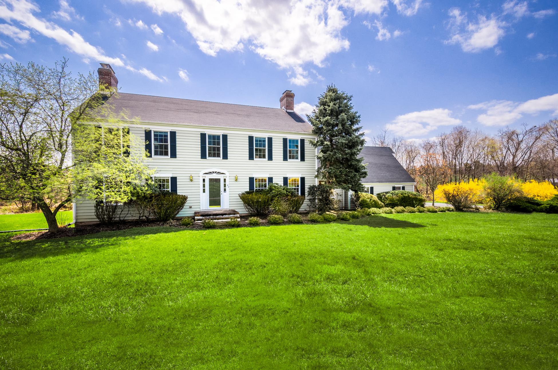 Maison unifamiliale pour l Vente à A Skillman Jewel - Montgomery Township 45 Hollow Road Skillman, New Jersey 08558 États-Unis