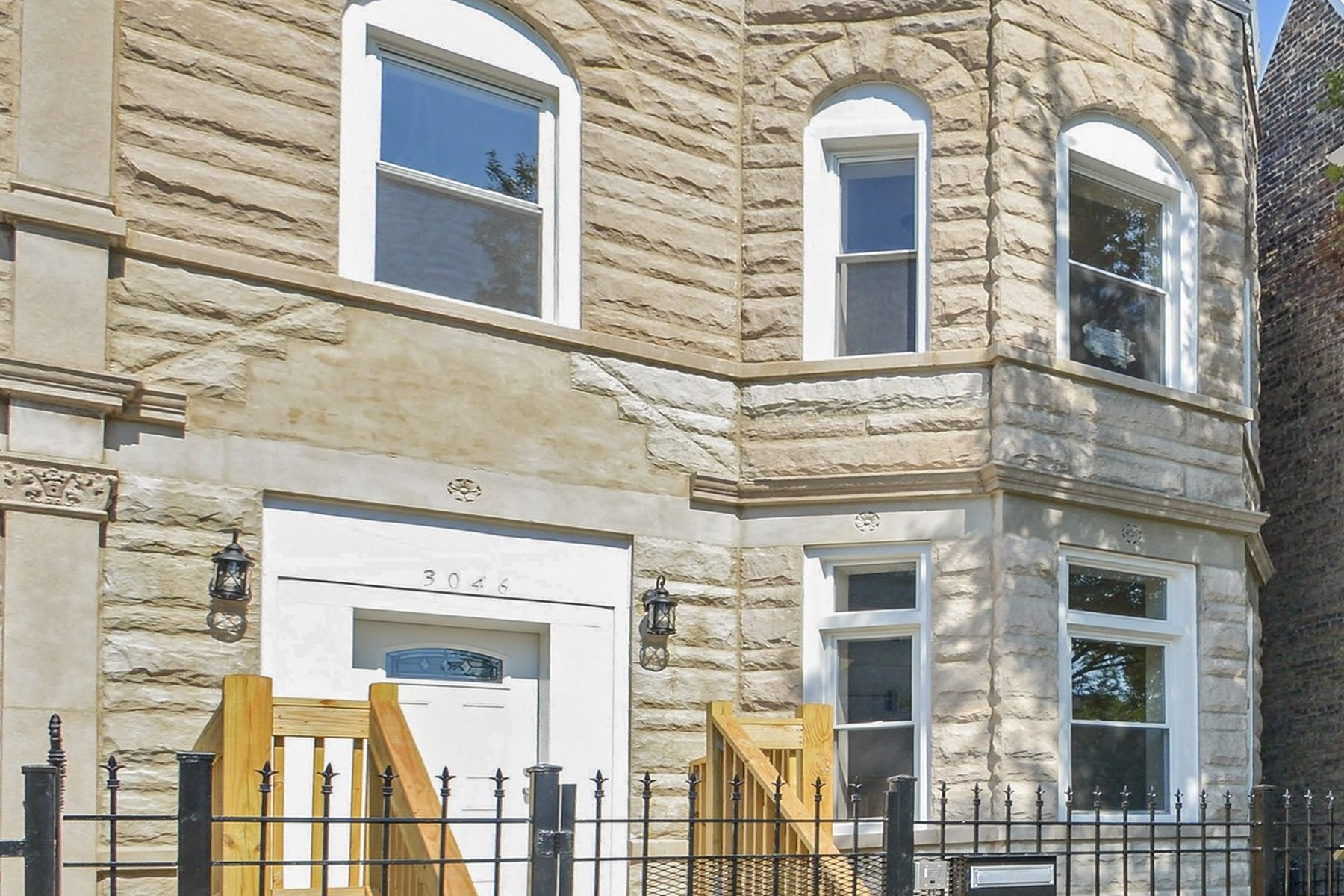 Single Family Home for Sale at Classic Chicago Greystone 3046 W Jackson Boulevard East Garfield Park, Chicago, Illinois 60612 United States