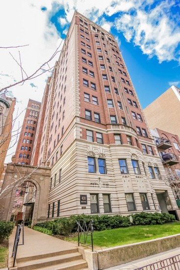 Condominium for Sale at Elegantly Vintage 431 West Oakdale Avenue Unit 7D Lakeview, Chicago, Illinois 60657 United States