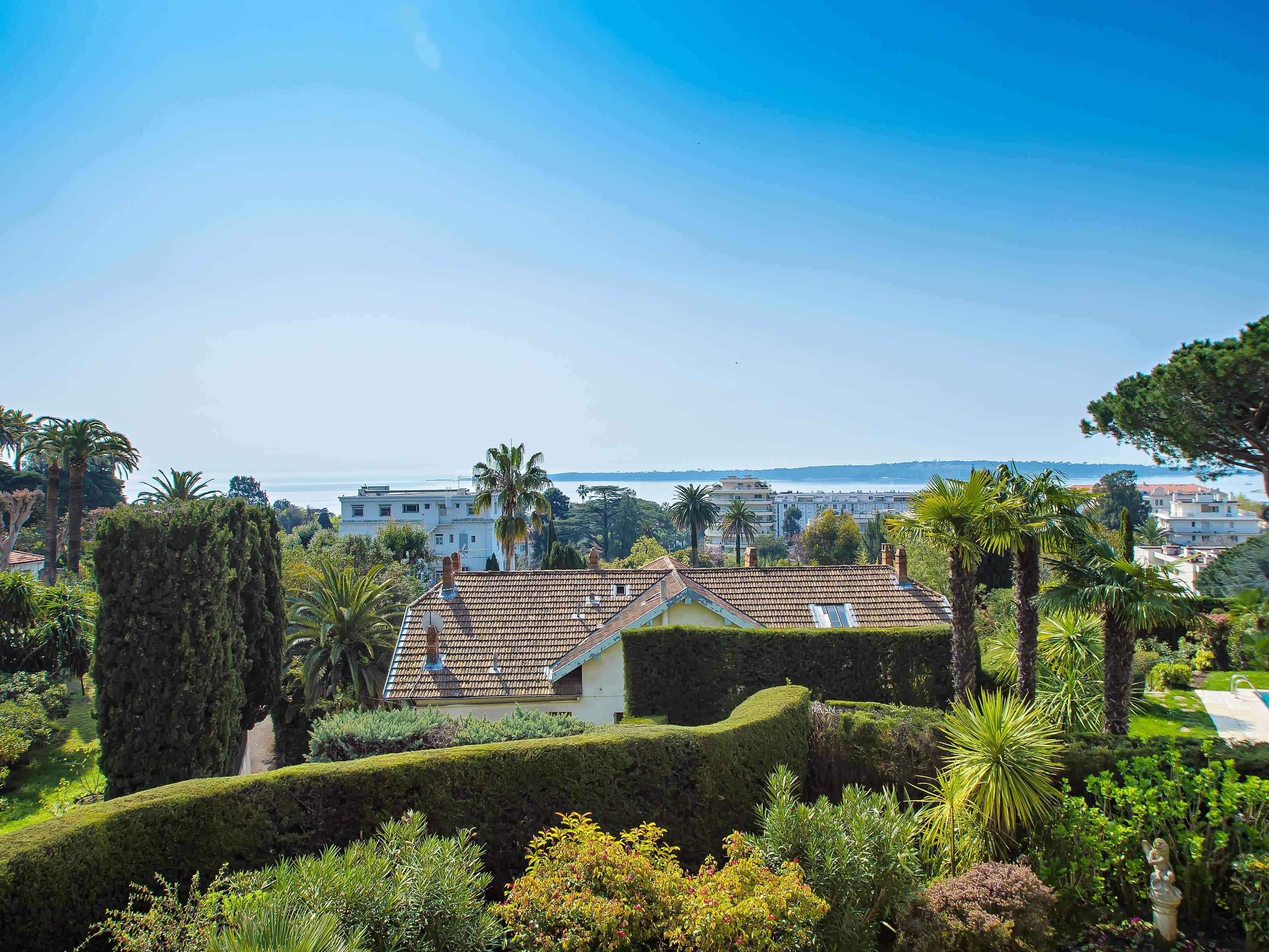 Apartamento para Venda às 4 room apartment with sea view Cannes, Provença-Alpes-Costa Azul 06400 França