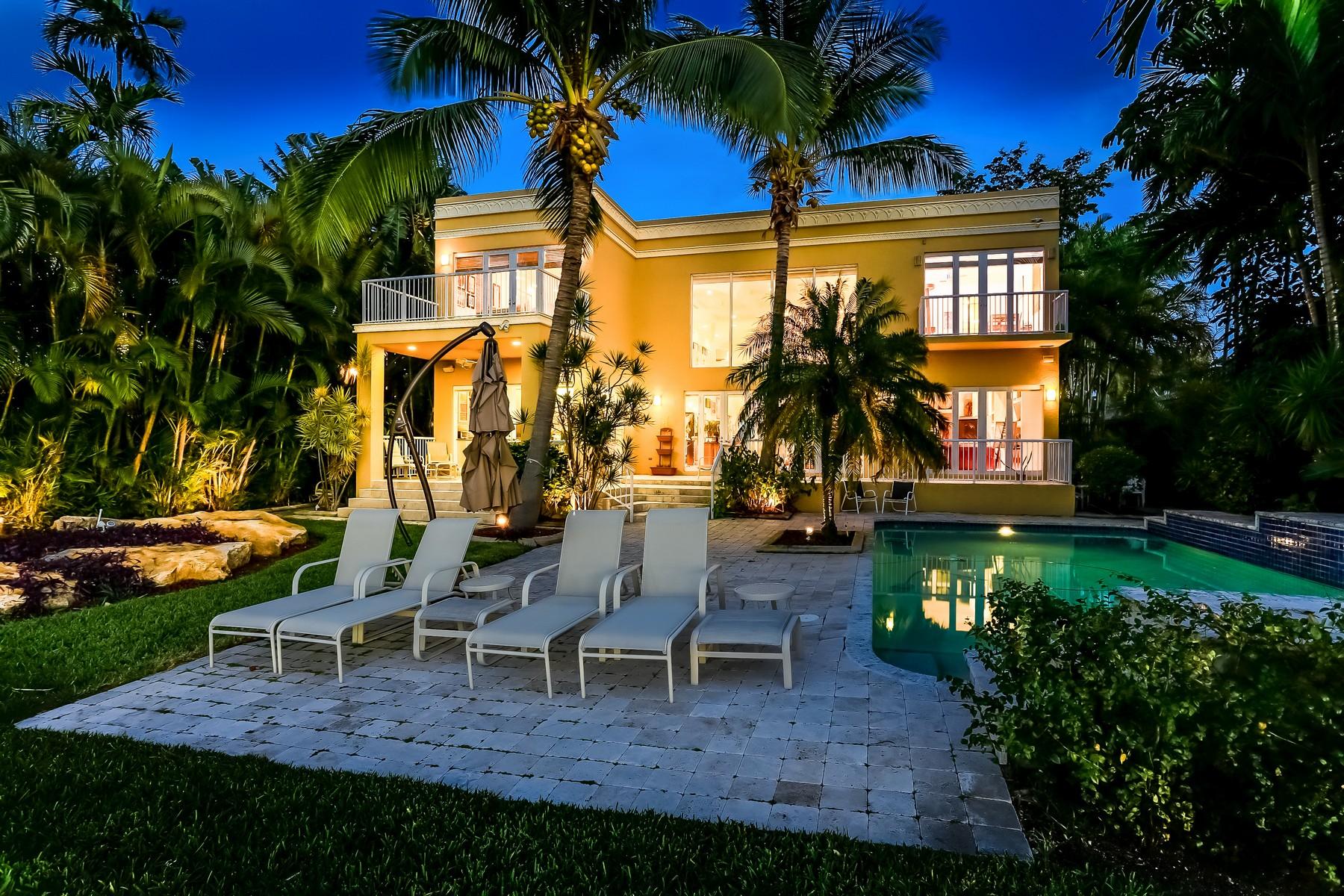 Nhà ở một gia đình vì Bán tại 9814 W Broadview Dr Miami Beach, Florida 33154 Hoa Kỳ