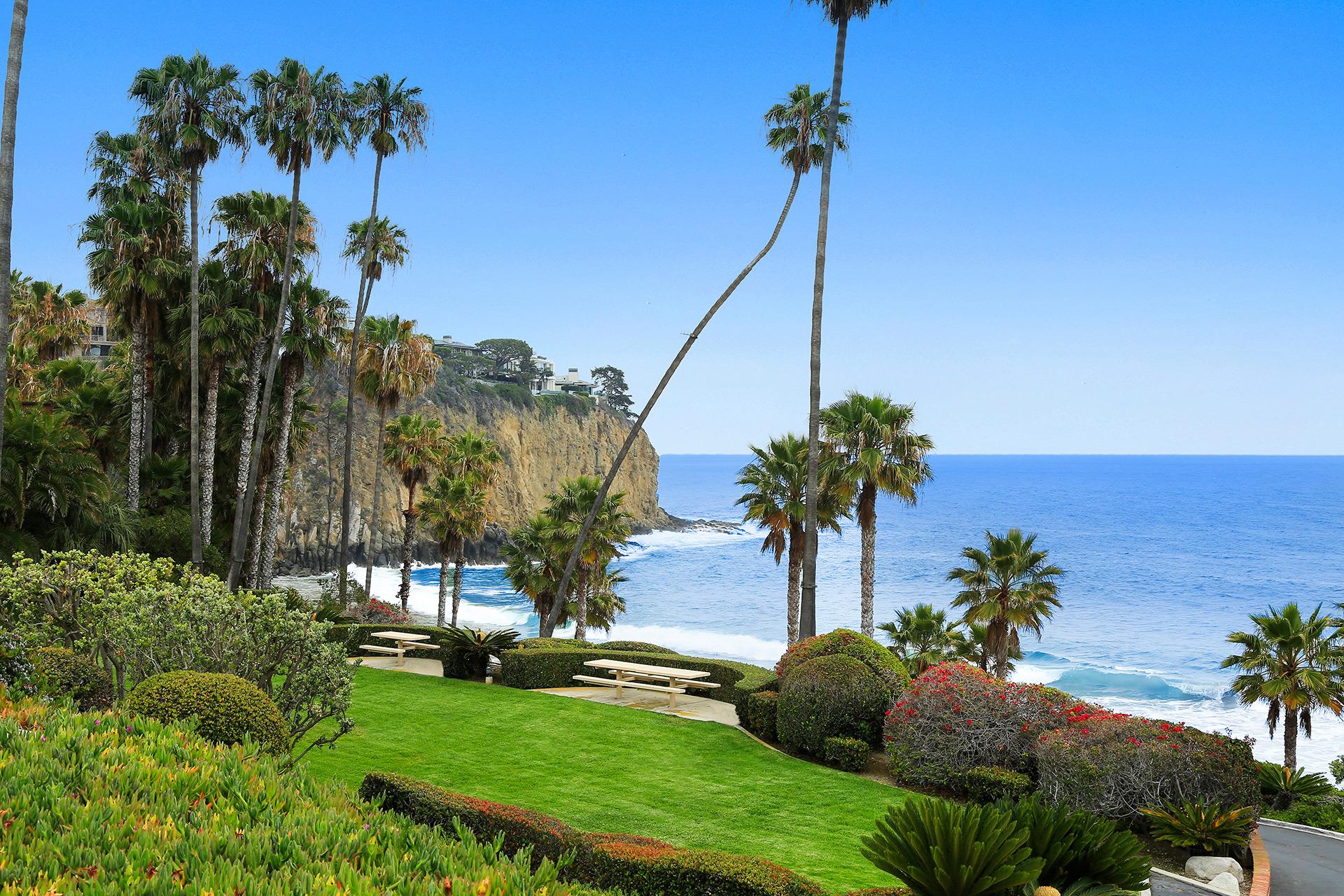 Moradia para Venda às 2526 Monaco Drive Laguna Beach, Califórnia 92651 Estados Unidos