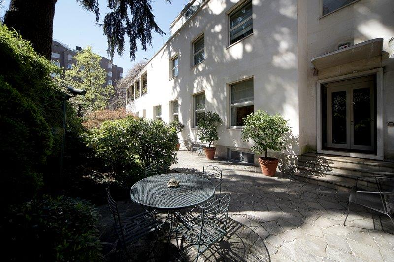 Additional photo for property listing at Villa entirely refurbished with garden Via Monte Rosa Milano, Milan 20148 Italie