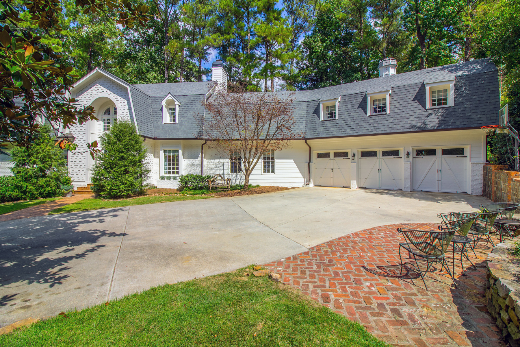 Additional photo for property listing at Large Open Concept Home In One Of Buckhead's Best Neighborhoods 3115 E Wood Valley Road NW Atlanta, 喬治亞州 30327 美國