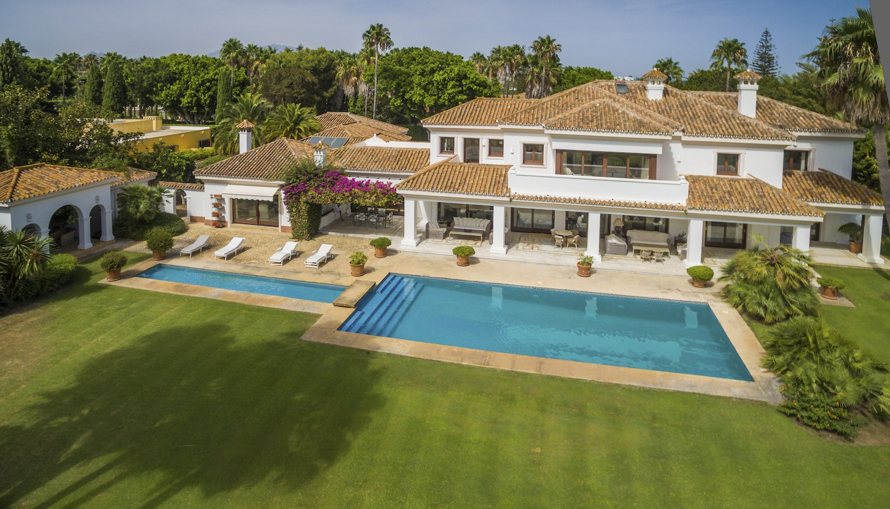 独户住宅 为 销售 在 Superb and elegant villa front line golf Sotogrande 11310 Sotogrande (Sotogrande Costa), Cadiz (Spain) 西班牙其他地方, 西班牙的其他地区, 11310 西班牙