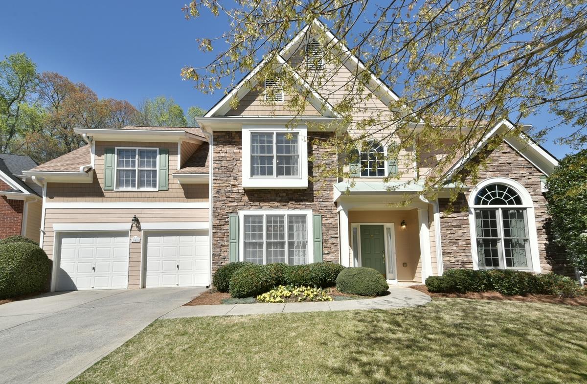 独户住宅 为 销售 在 Picture Perfect + Move-In Ready in Johns Creek! 345 Scarborough Way Johns Creek, 乔治亚州, 30022 美国
