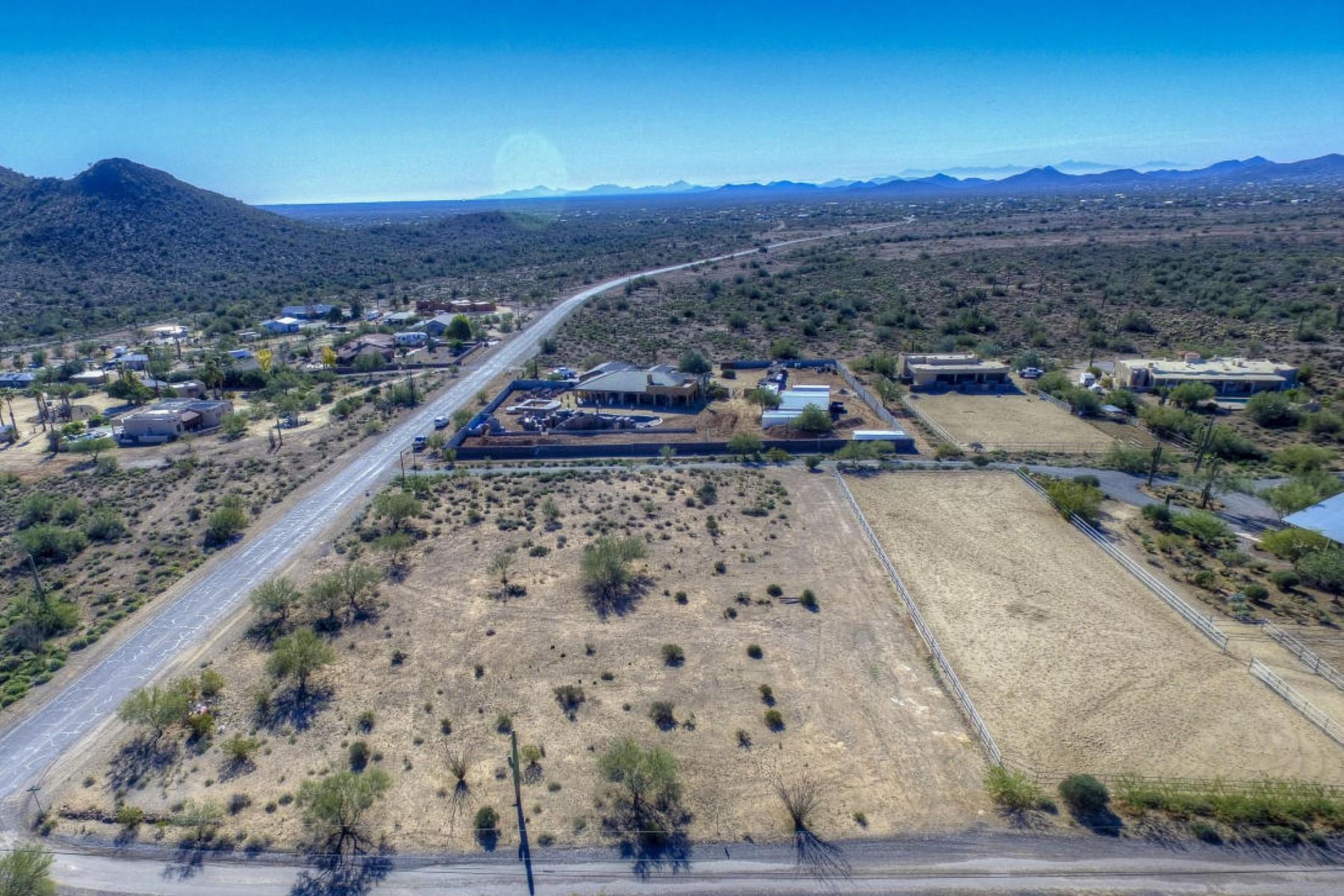 Частный односемейный дом для того Продажа на Rancho Marsalis 5 acre horse facility 39342 N 26th St Cave Creek, Аризона 85331 Соединенные Штаты