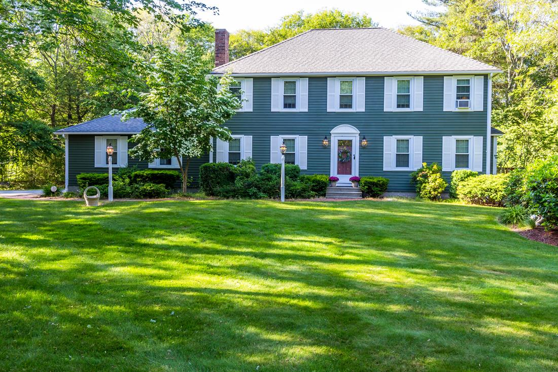 Single Family Home for Sale at Spectacular and Elegant Colonial 4 Thayer Street Upton, Massachusetts 01568 United States