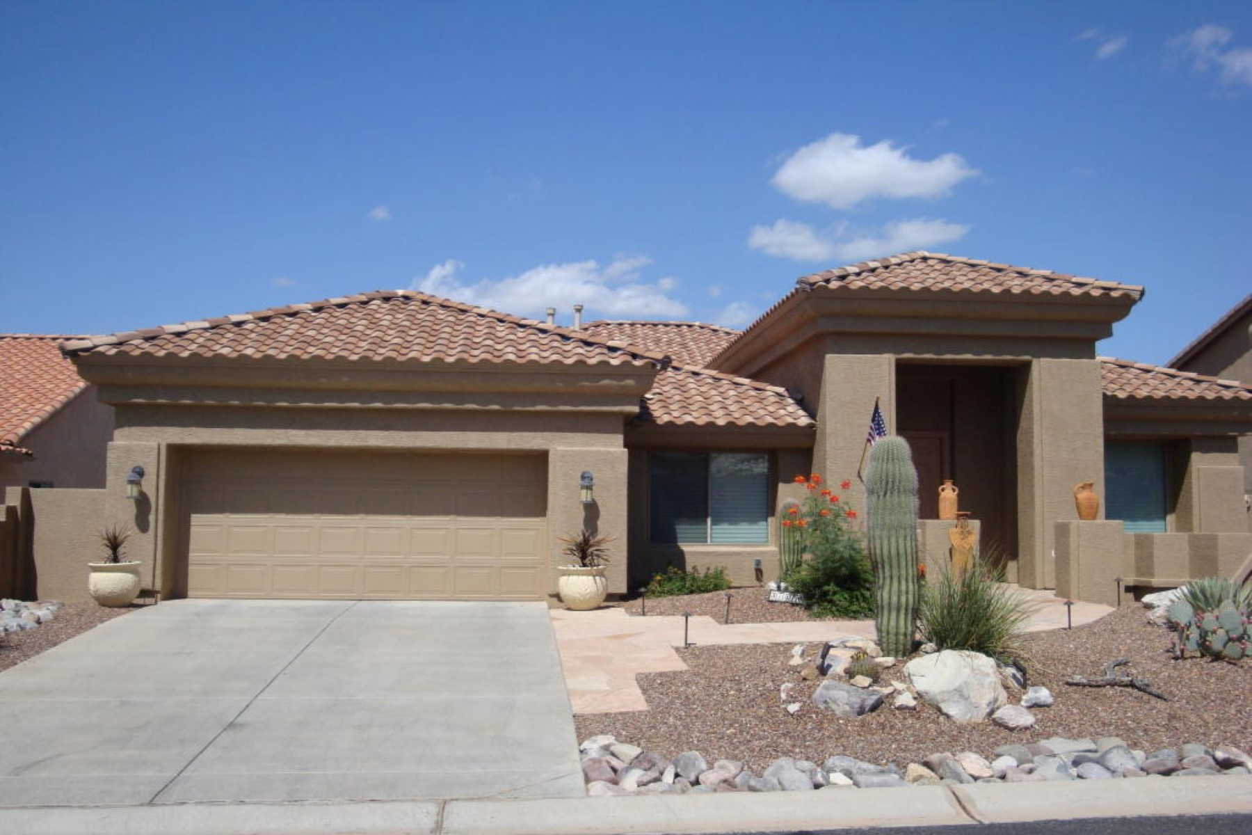 Vivienda unifamiliar por un Venta en Stunning three bed,three bath plus den home. 37510 S Ocotillo Canyon Drive Tucson, Arizona 85739 Estados Unidos