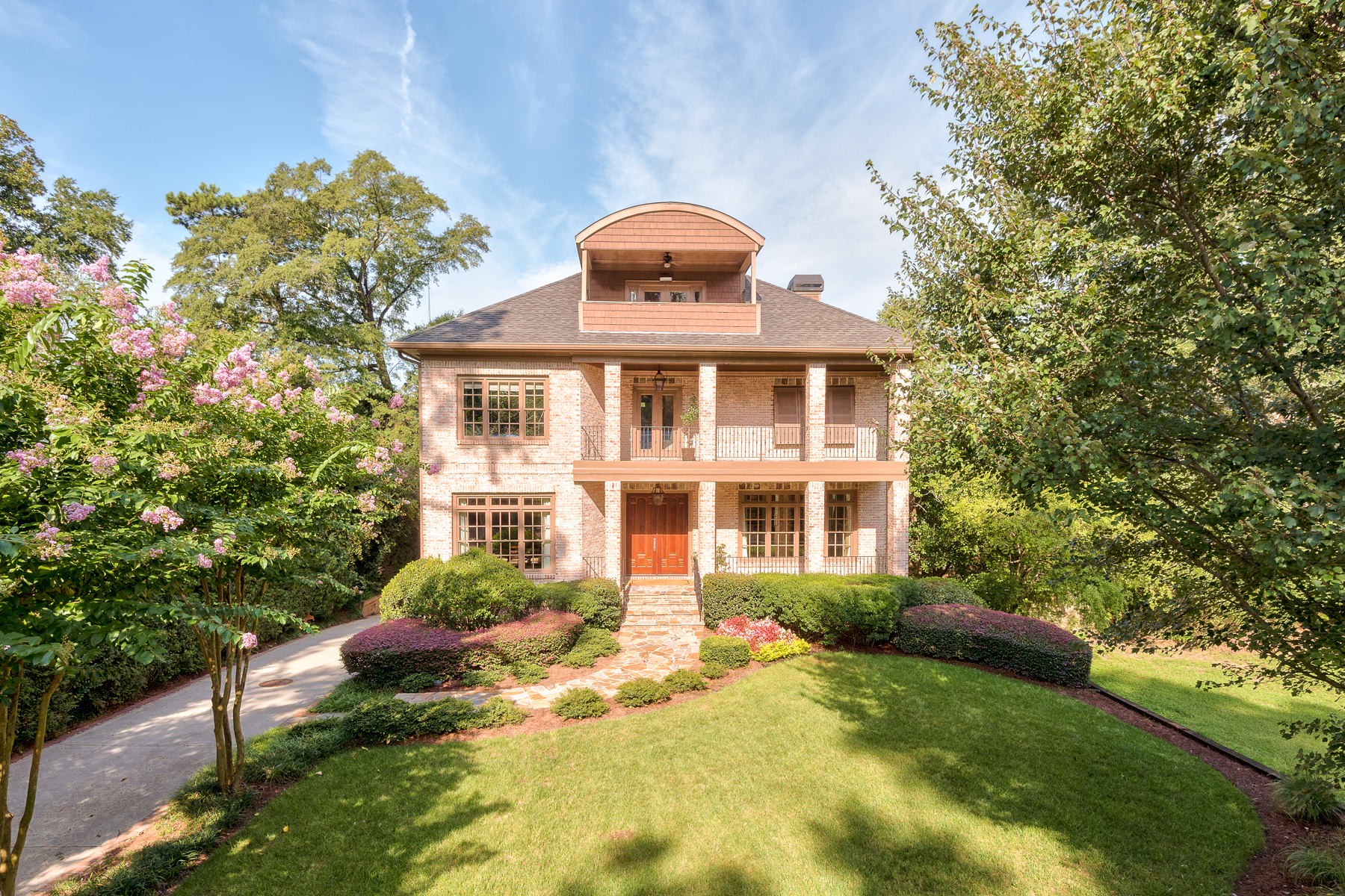 Villa per Vendita alle ore All Brick Home Sitting On Over One Third Acre In Brookhaven Heights 2294 Matthews Street NE Atlanta, Georgia 30319 Stati Uniti