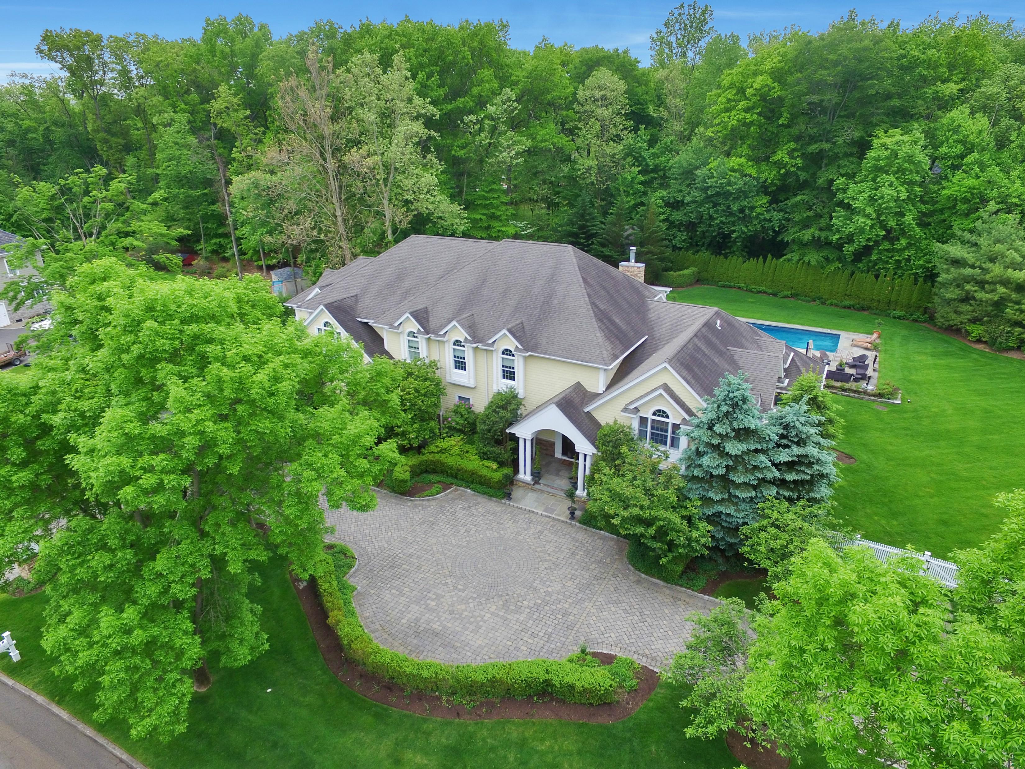 Maison unifamiliale pour l Vente à Exquisite Custom Colonial 14 Heritage Rd Old Tappan, New Jersey 07675 États-Unis